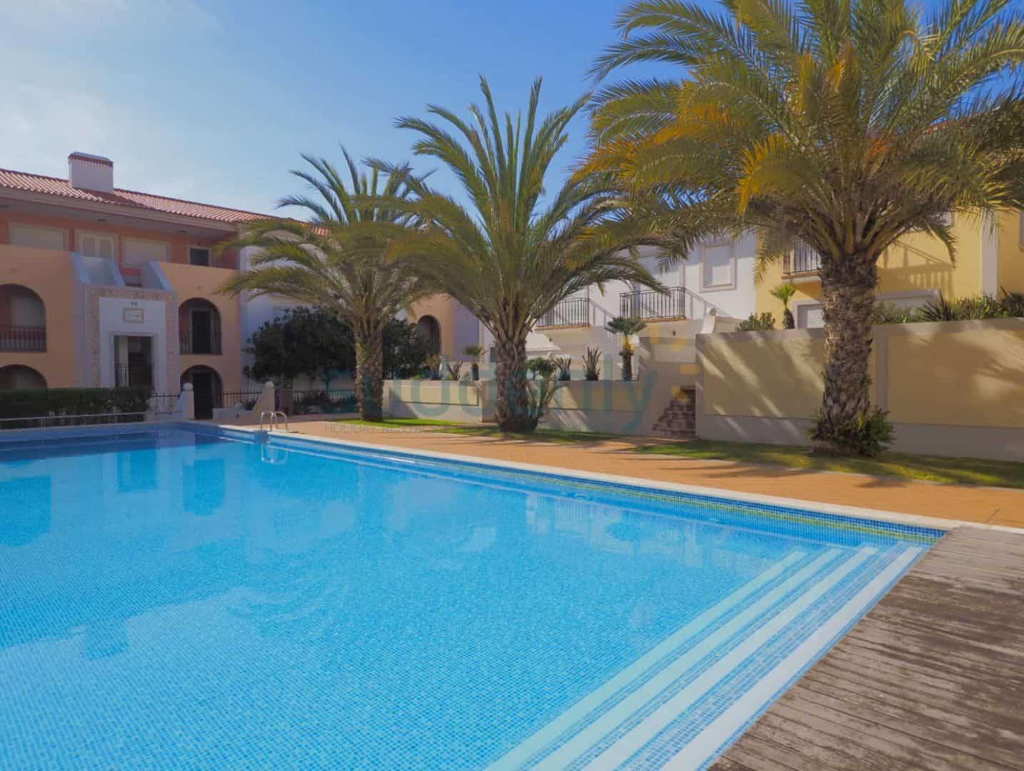 Holiday Rentals in Praia D'El Rey 273