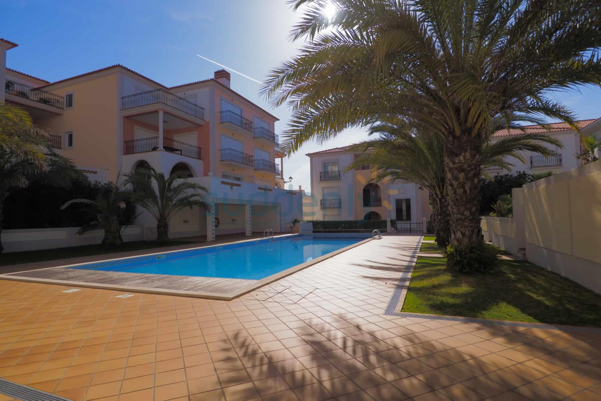 Holiday Rentals in Praia D'El Rey 254