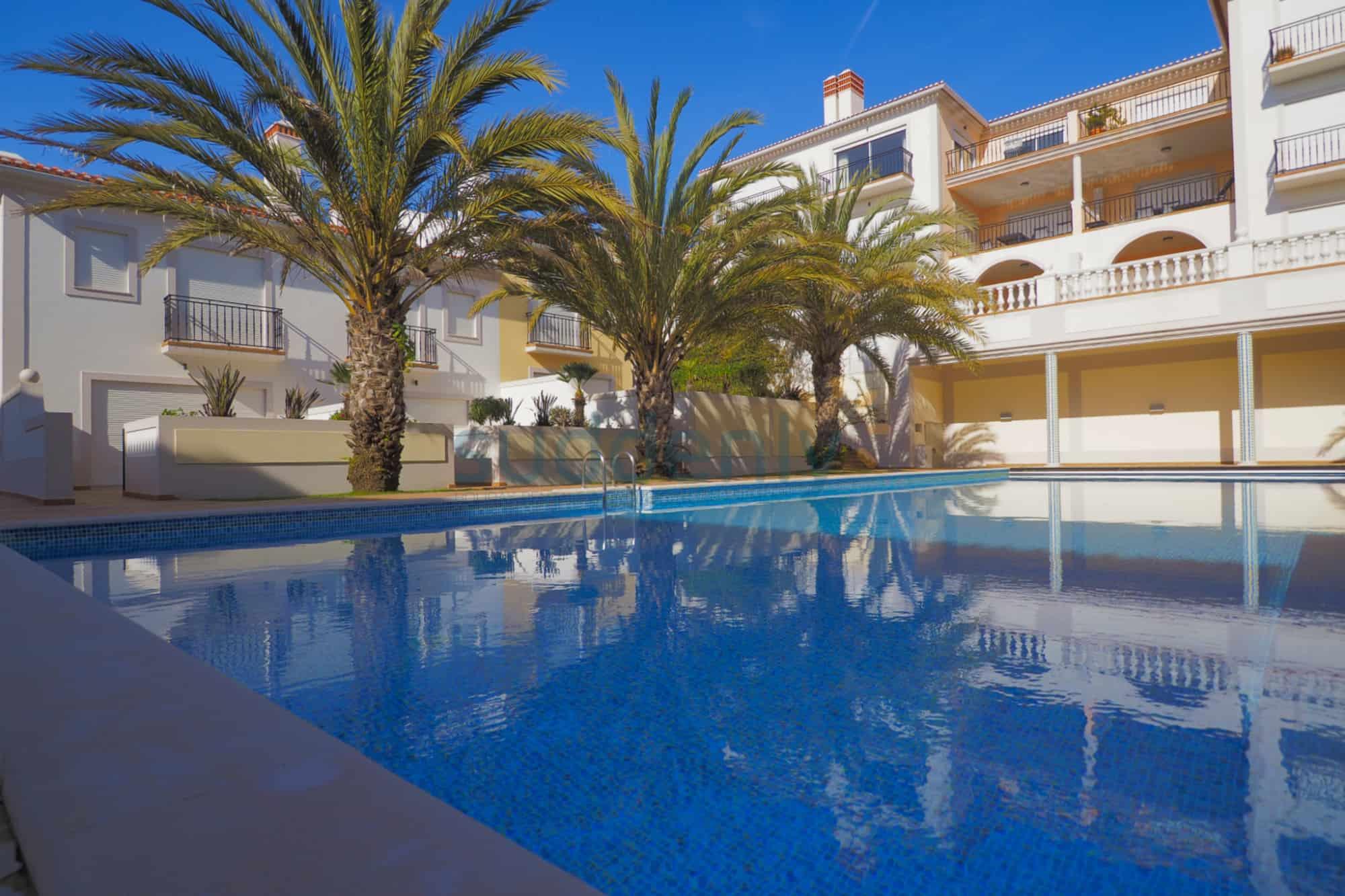 Holiday Rentals in Praia D'El Rey 255