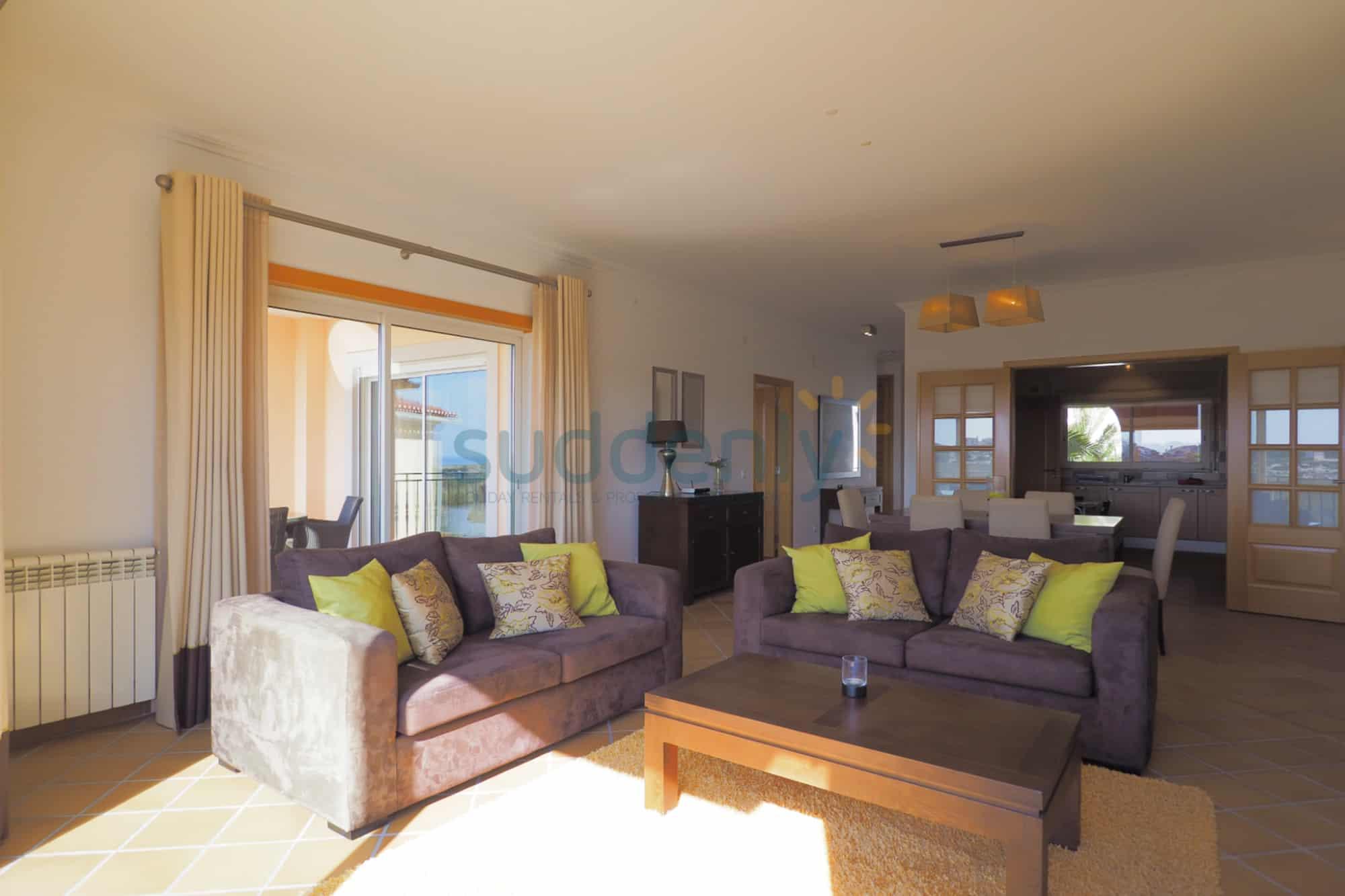 Holiday Rentals in Praia D'El Rey 260