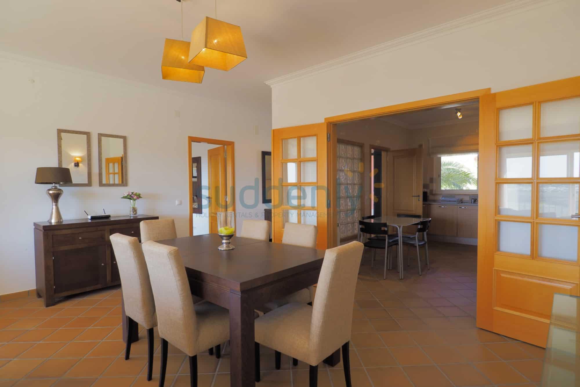 Holiday Rentals in Praia D'El Rey 261