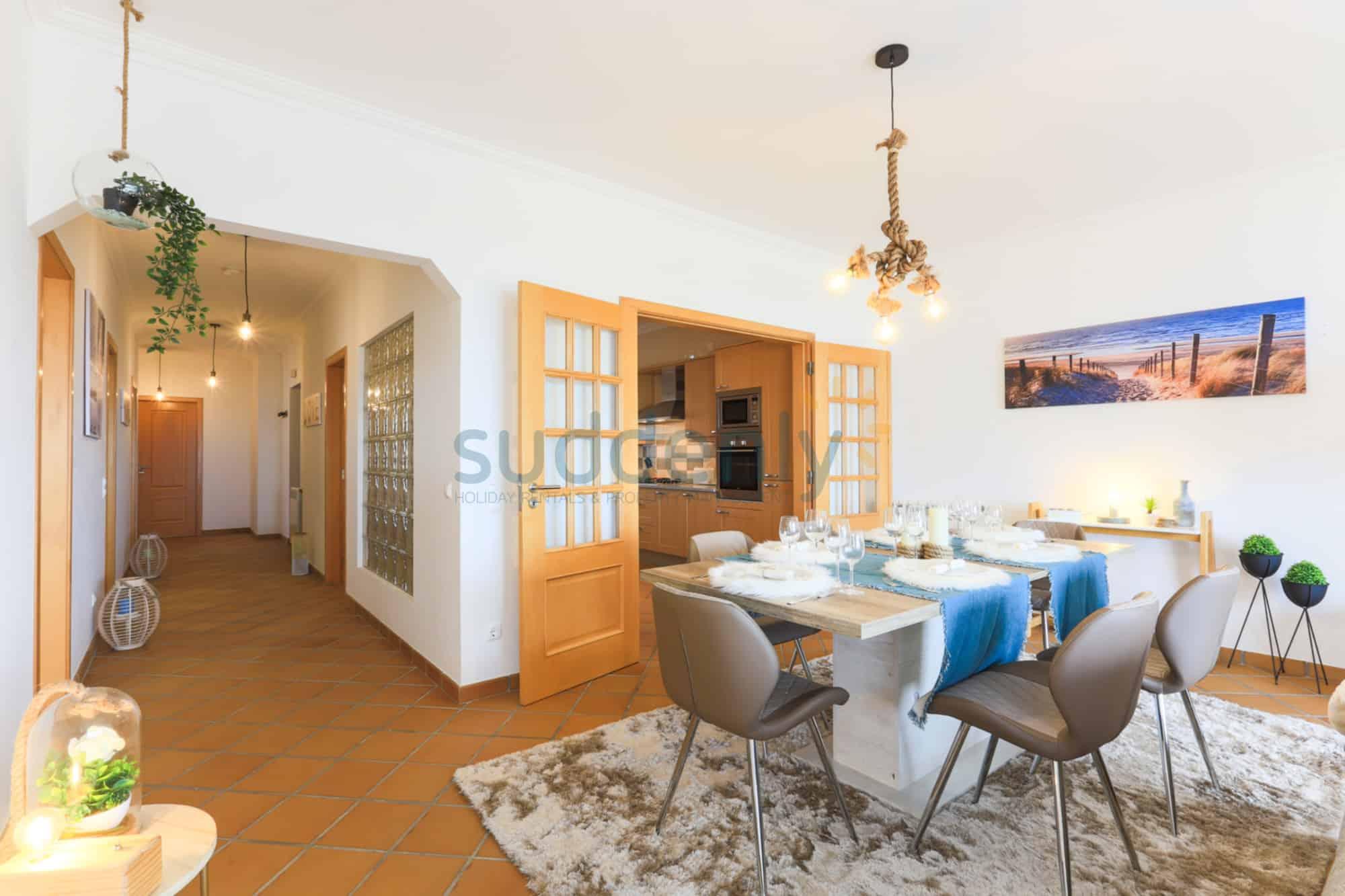 Holiday Rentals in Praia D'El Rey 294