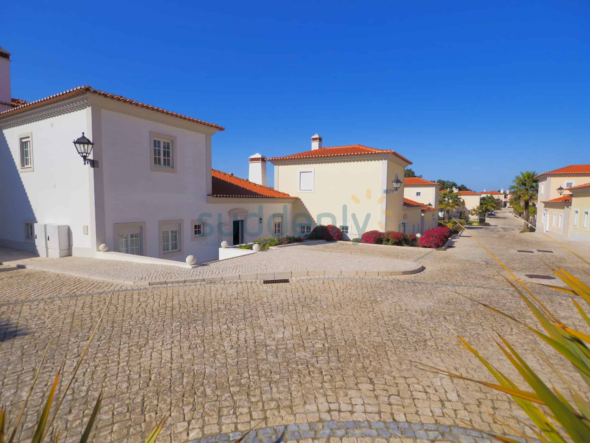 Holiday Rentals in Praia D'El Rey 337