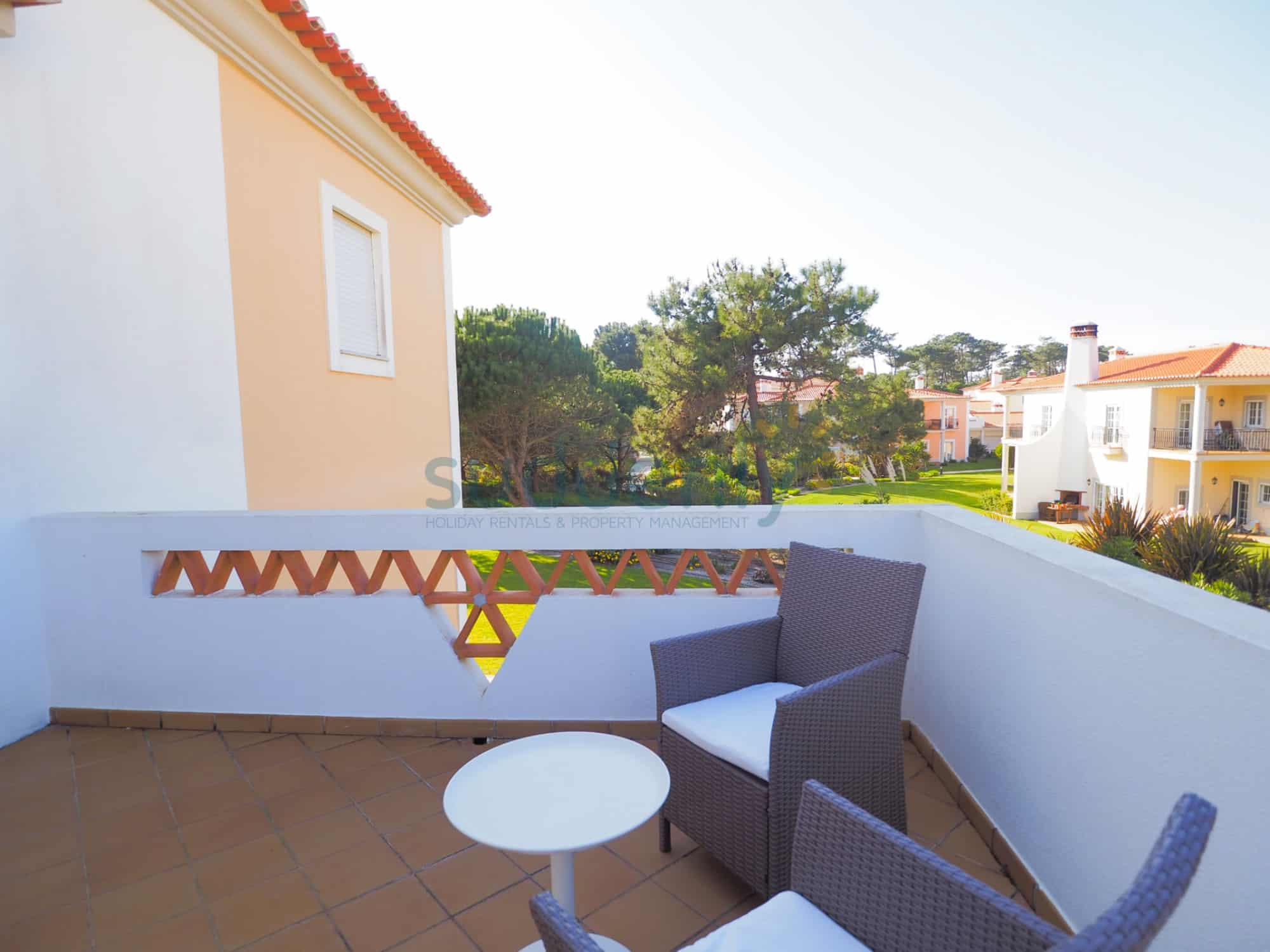 Holiday Rentals in Praia D'El Rey 347
