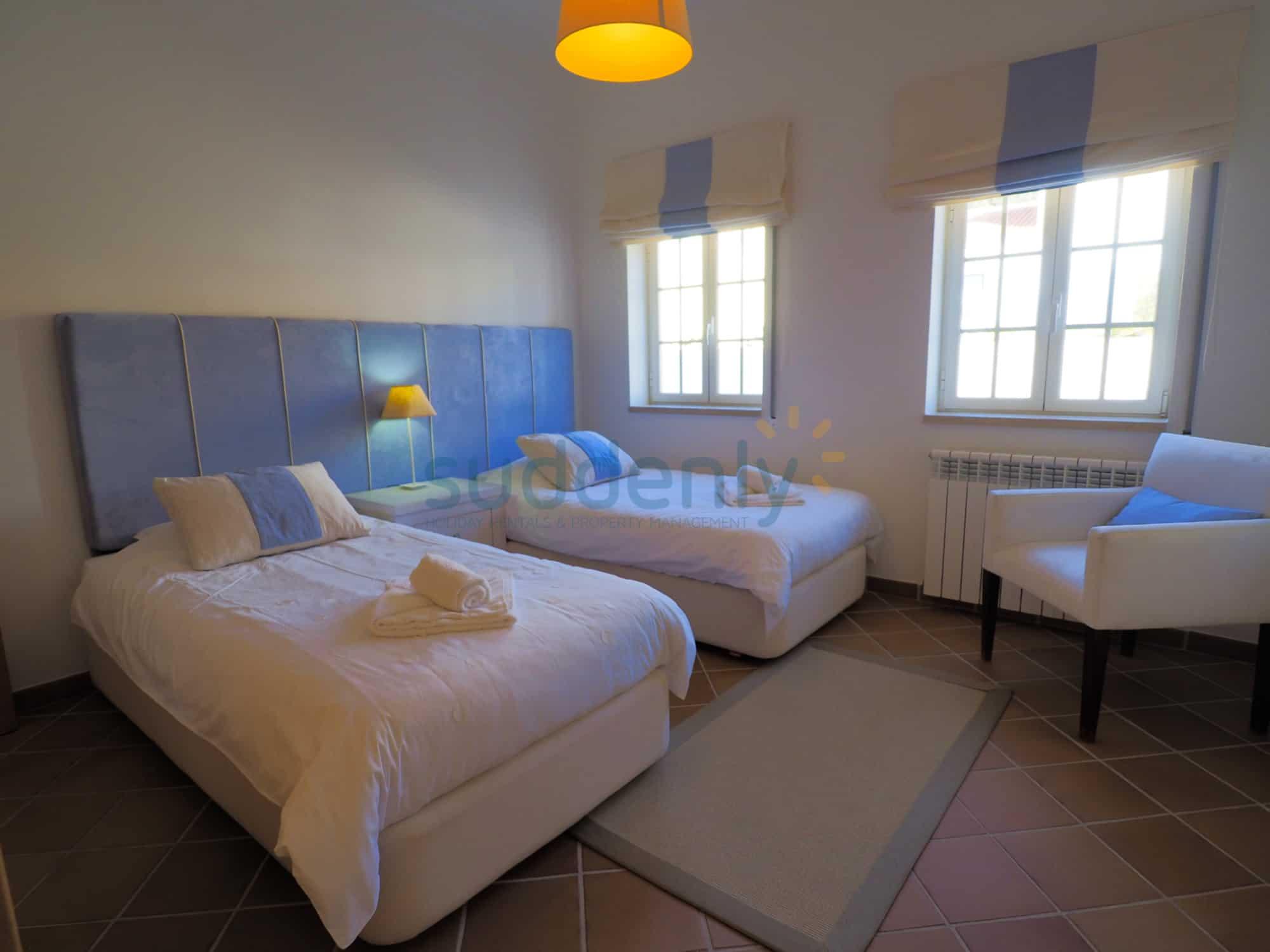 Holiday Rentals in Praia D'El Rey 344
