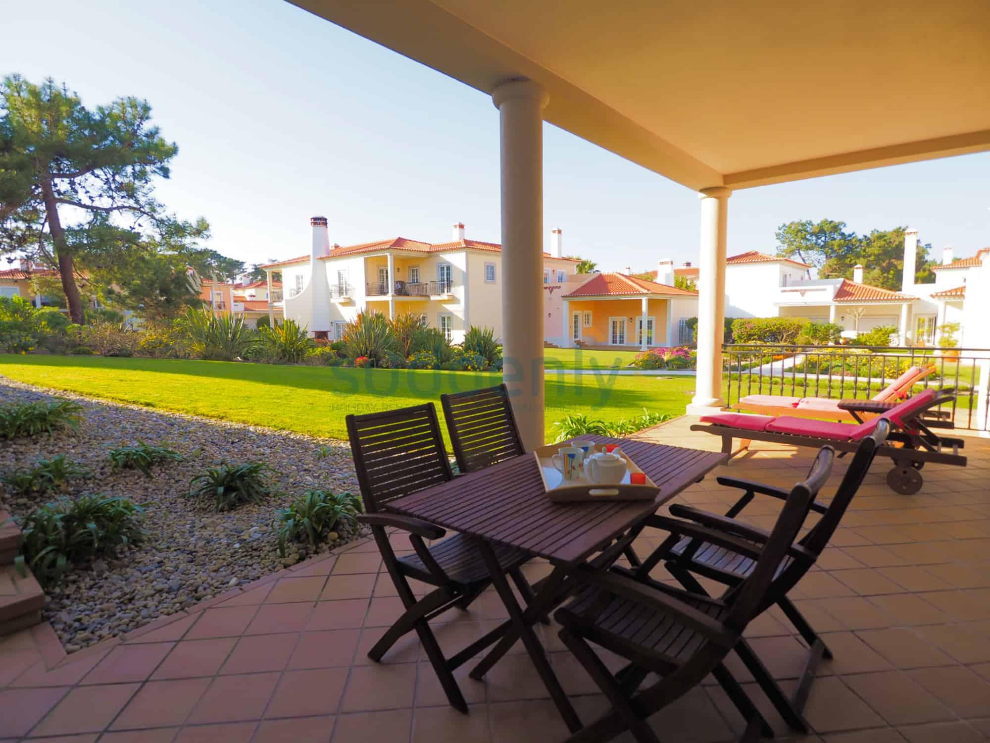 Holiday Rentals in Praia D'El Rey 341
