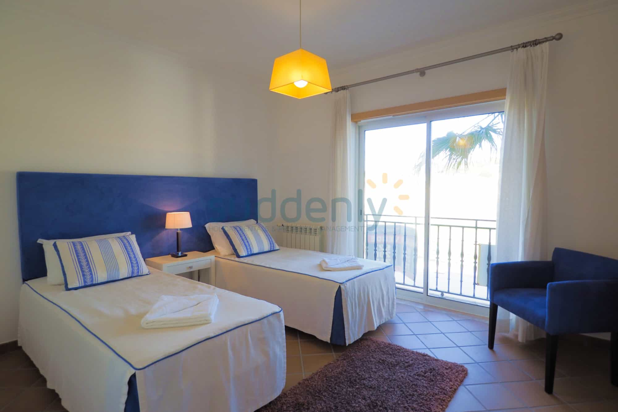 Holiday Rentals in Praia D'El Rey 225