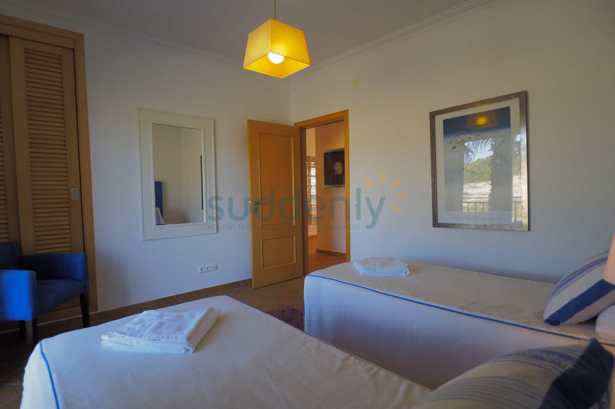 Holiday Rentals in Praia D'El Rey 227