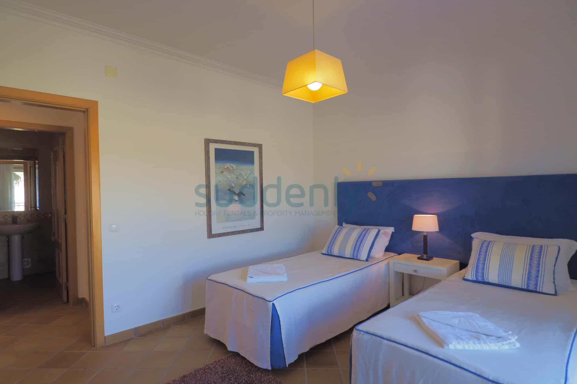 Holiday Rentals in Praia D'El Rey 226
