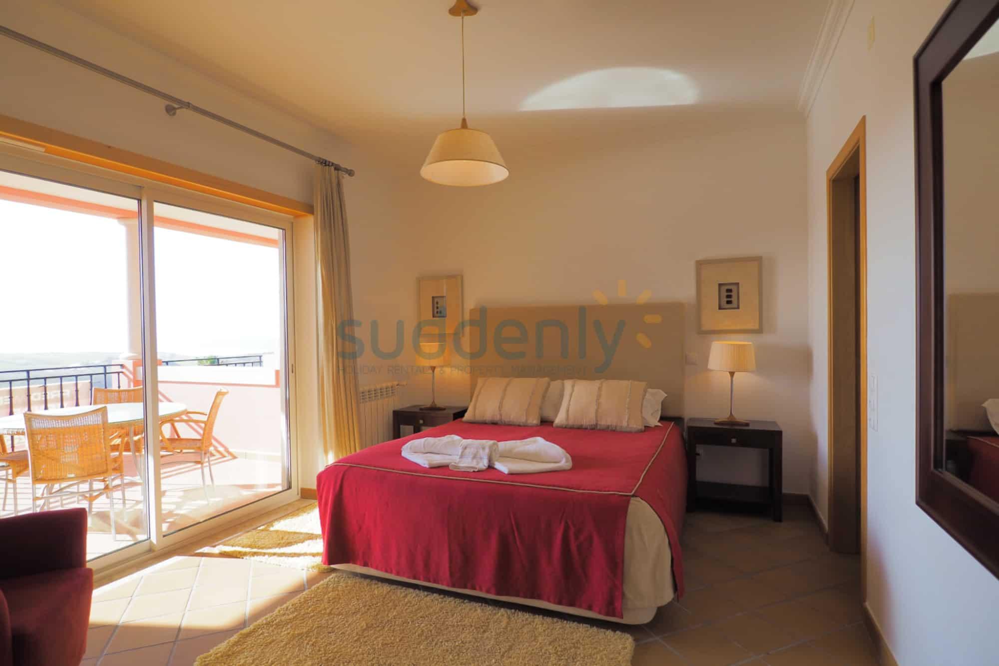 Holiday Rentals in Praia D'El Rey 219