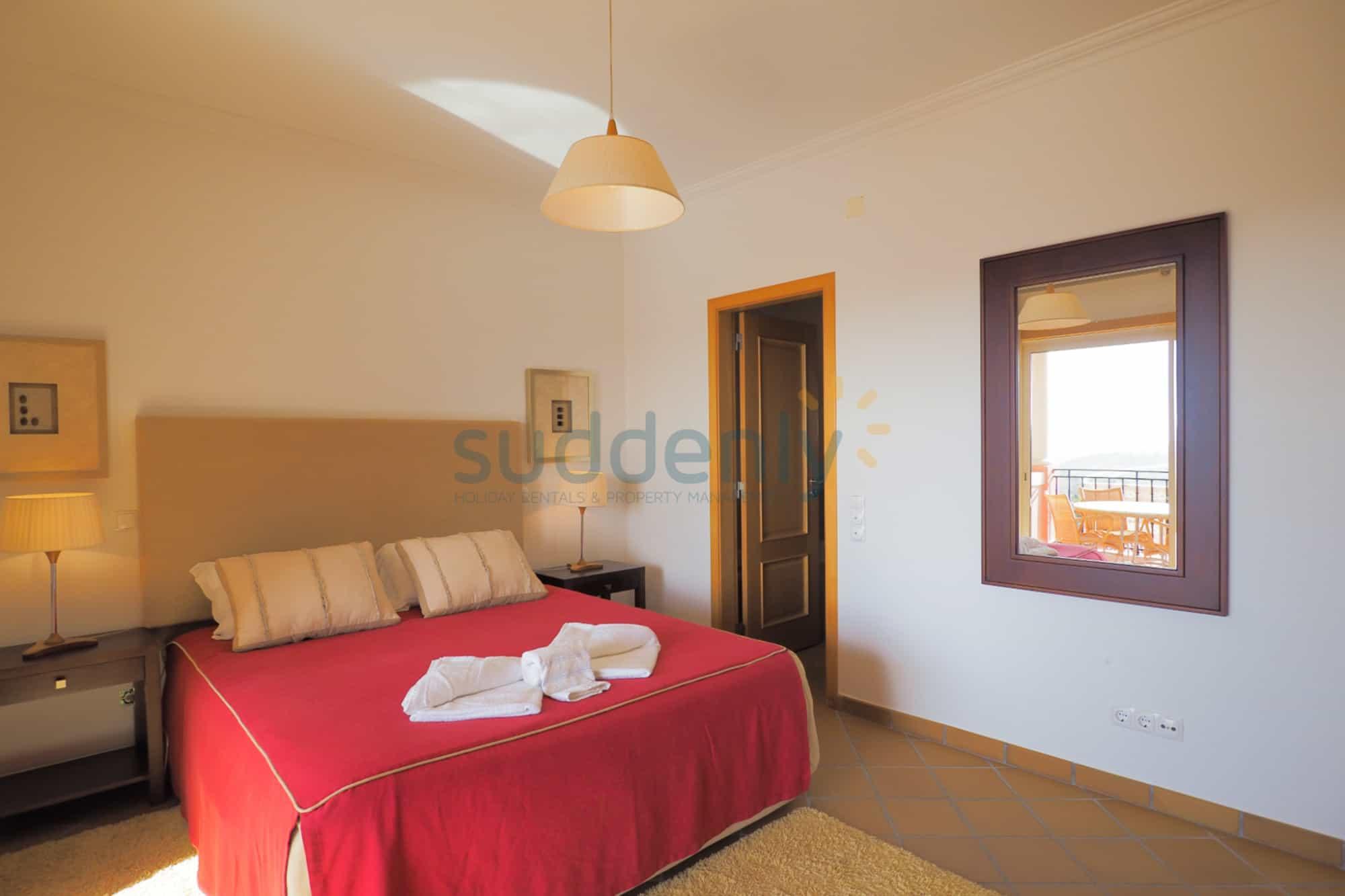 Holiday Rentals in Praia D'El Rey 215