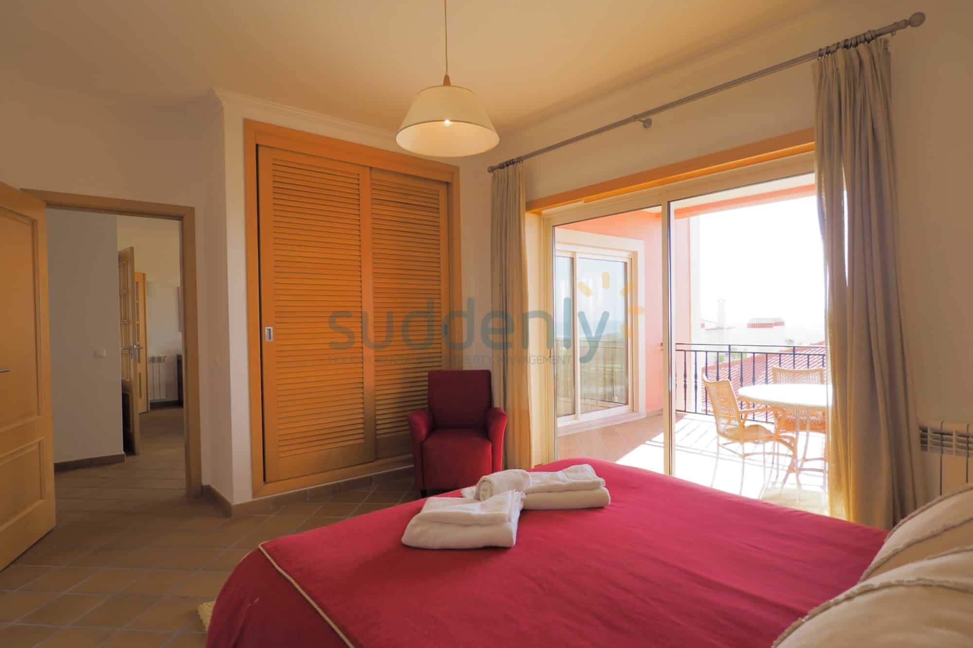 Holiday Rentals in Praia D'El Rey 220
