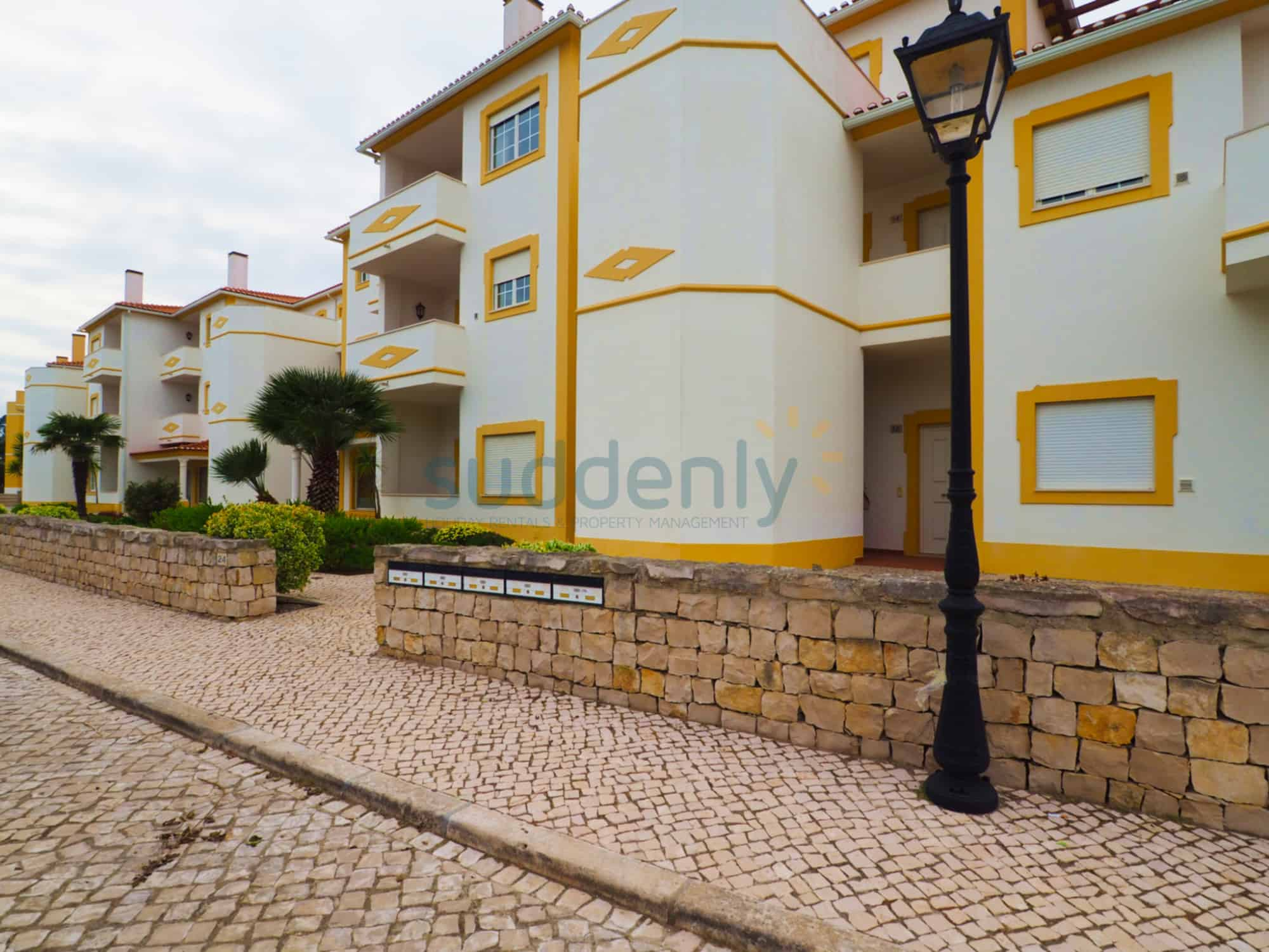 Holiday Rentals in Praia D'El Rey 154