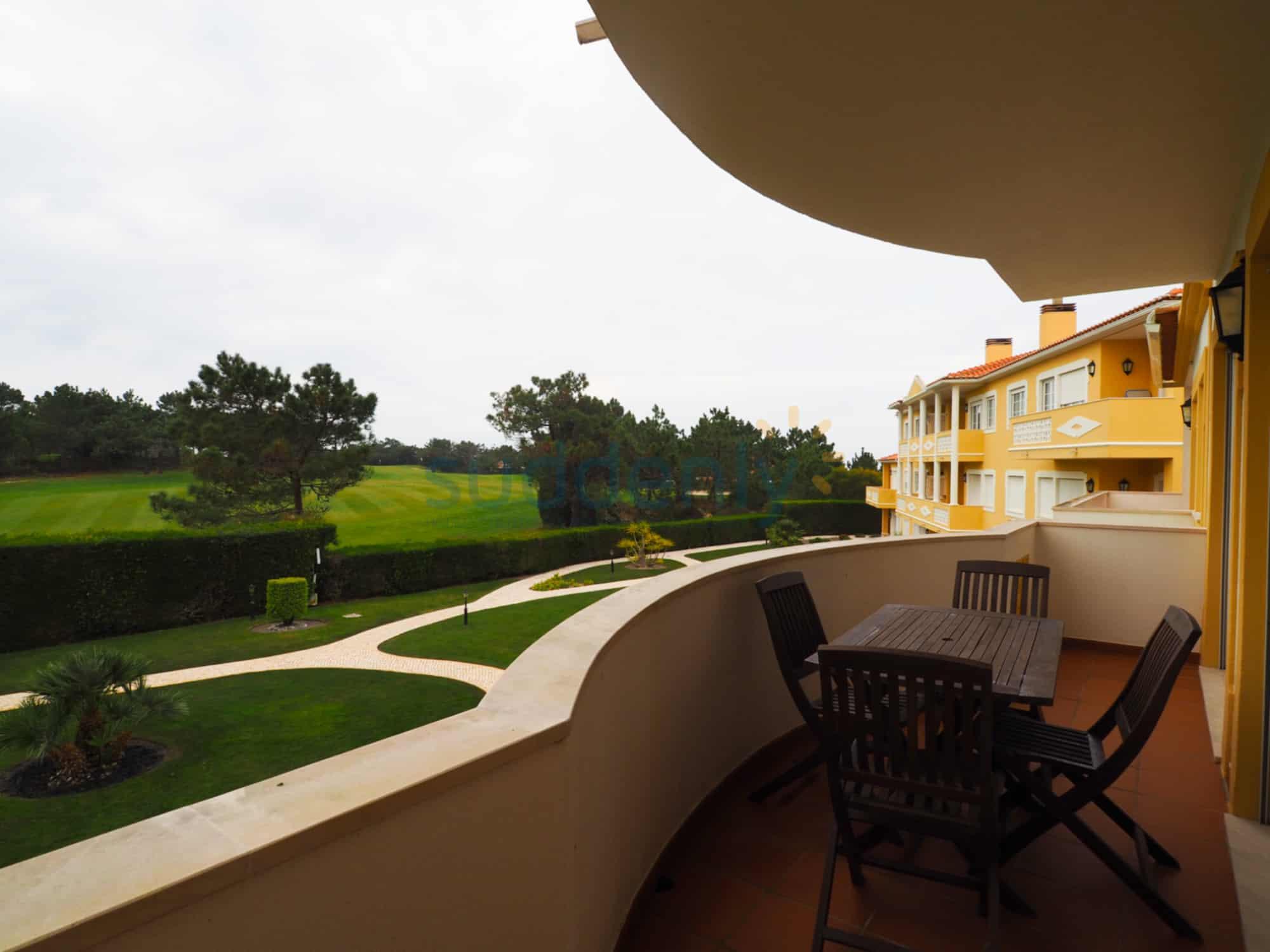 Holiday Rentals in Praia D'El Rey 172