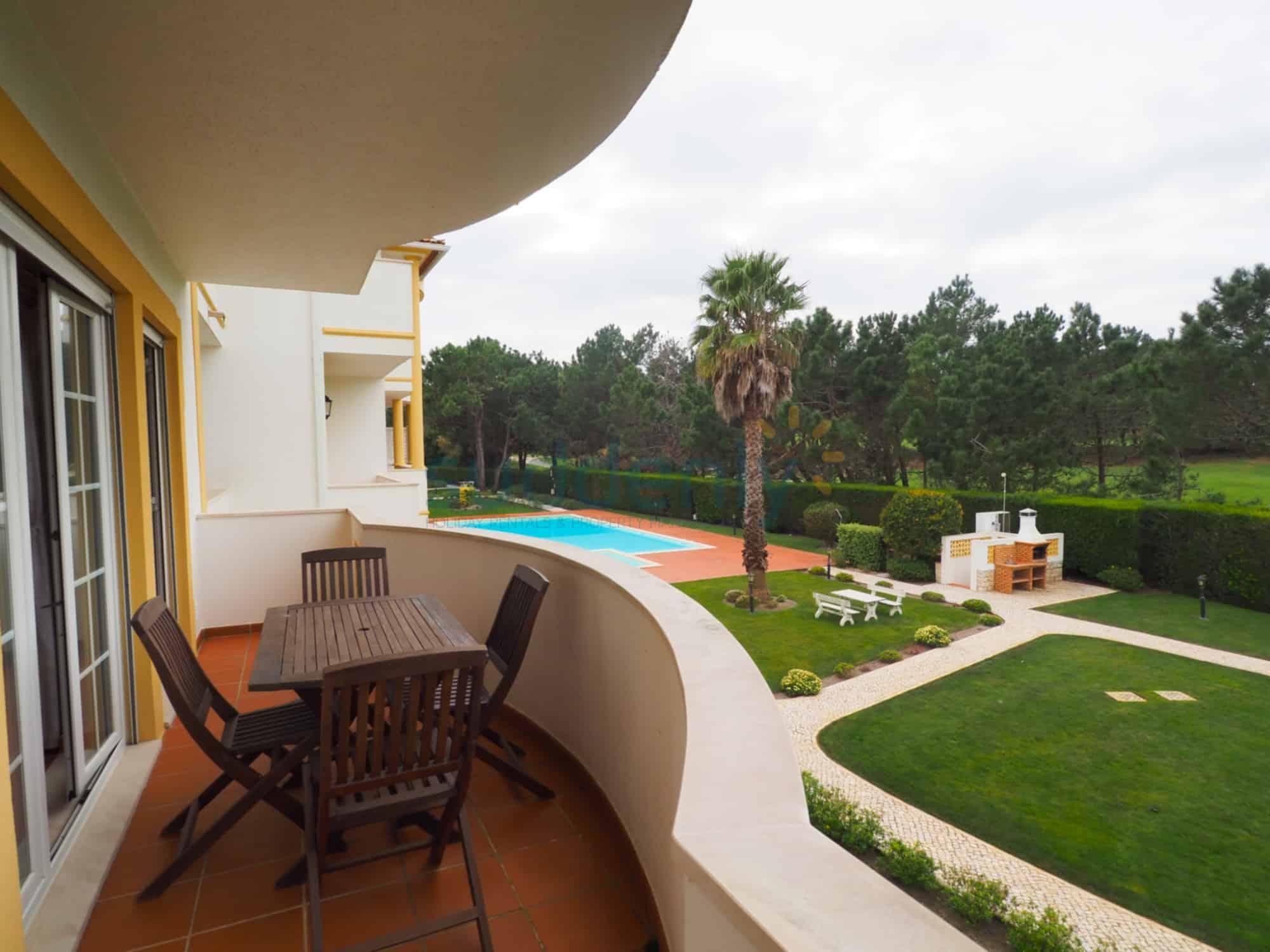 Holiday Rentals in Praia D'El Rey 171