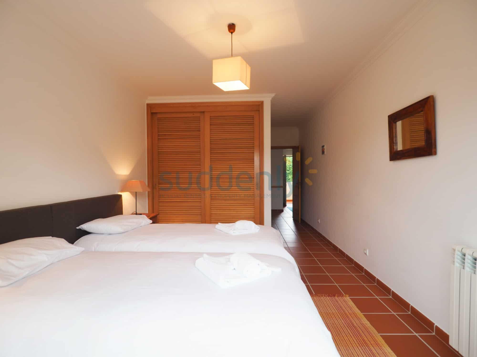 Holiday Rentals in Praia D'El Rey 158