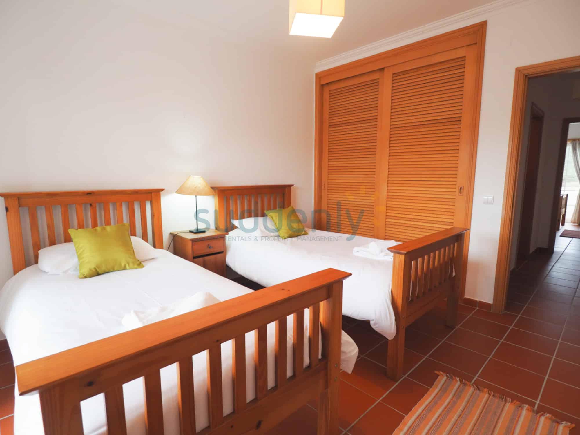 Holiday Rentals in Praia D'El Rey 173