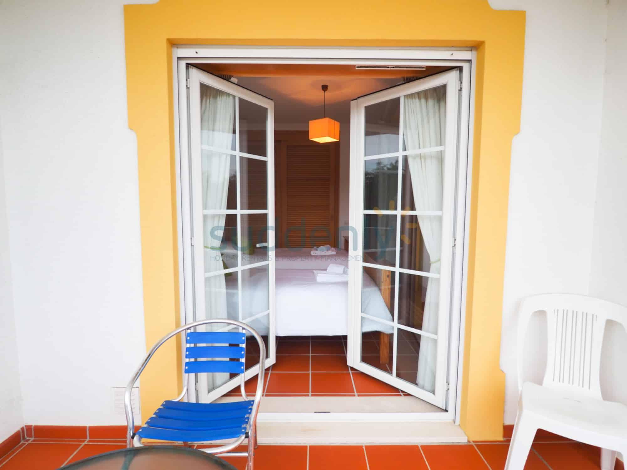 Holiday Rentals in Praia D'El Rey 167