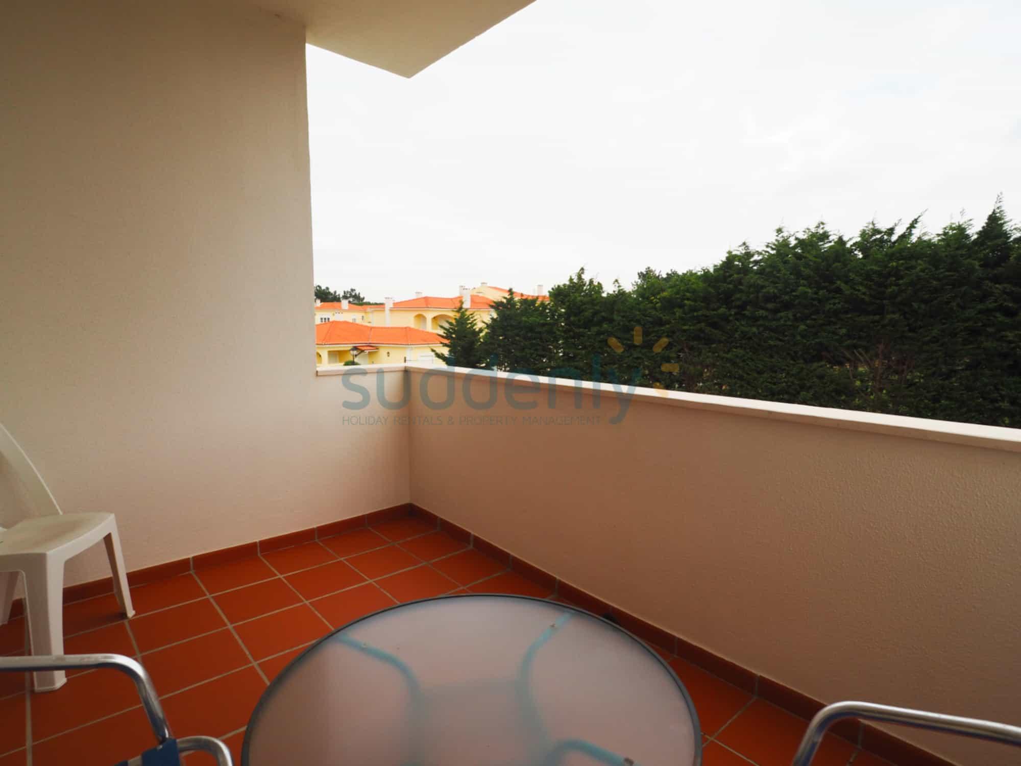 Holiday Rentals in Praia D'El Rey 169