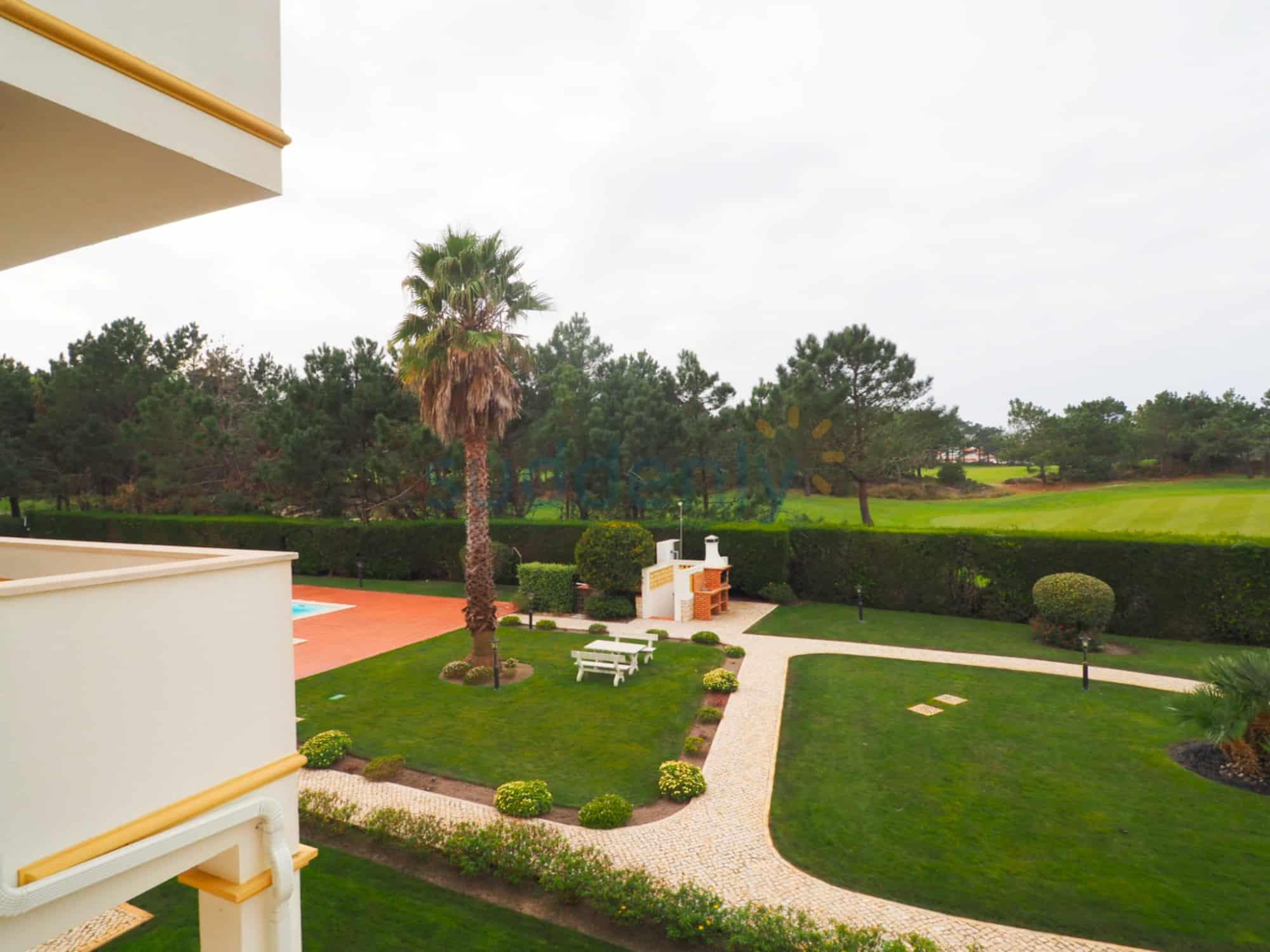 Holiday Rentals in Praia D'El Rey 168