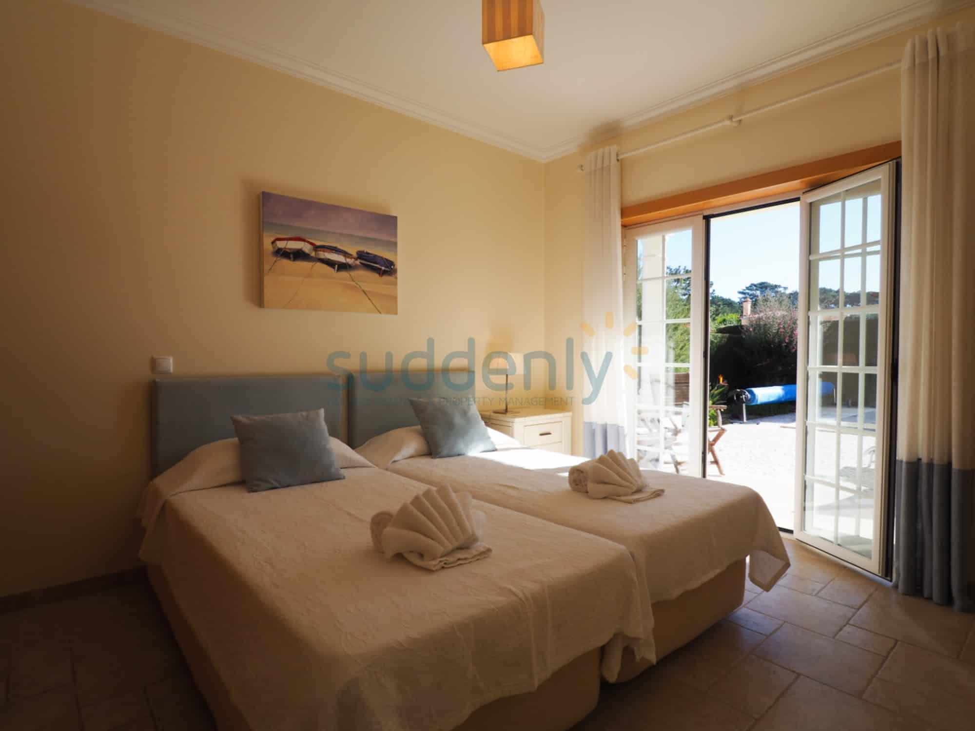 Holiday Rentals in Praia D'El Rey 58