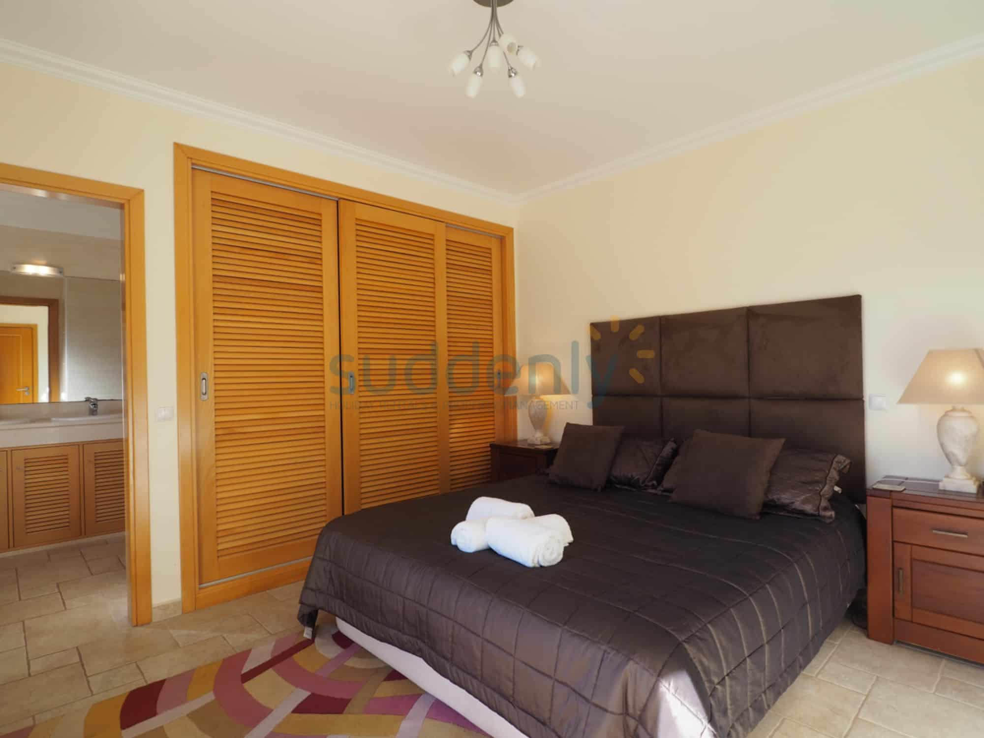 Holiday Rentals in Praia D'El Rey 62