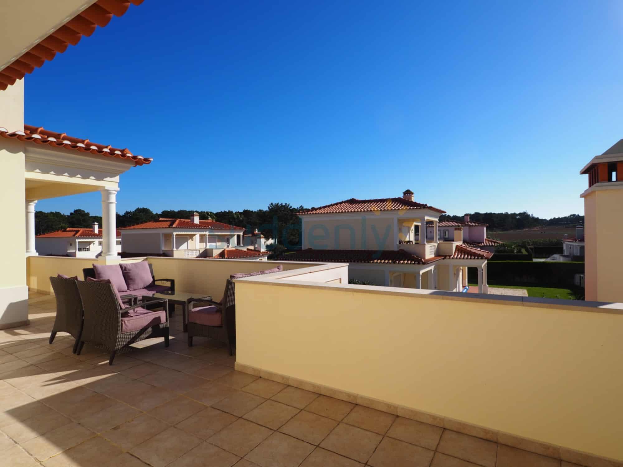 Holiday Rentals in Praia D'El Rey 64