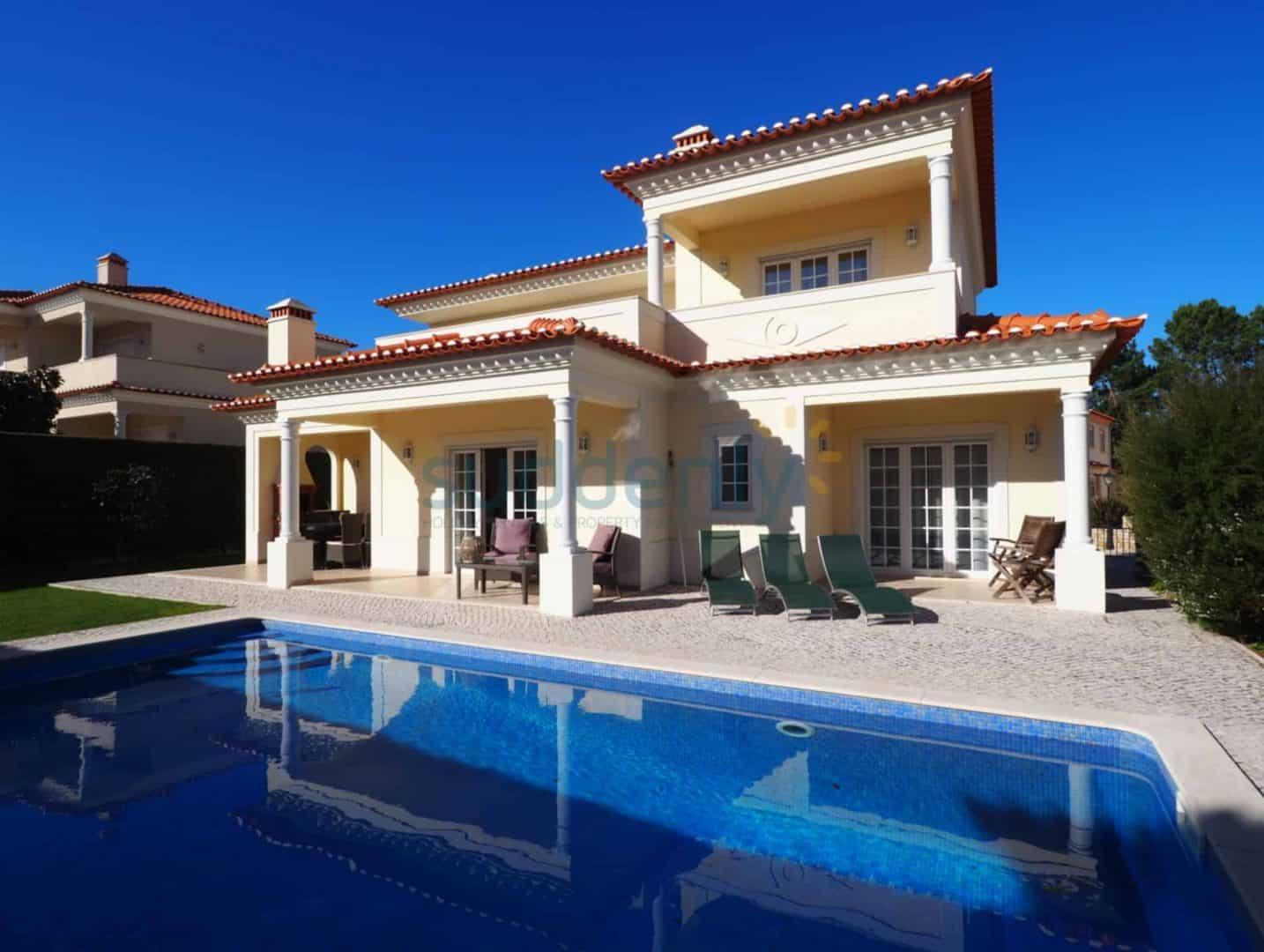 Holiday Rentals in Praia D'El Rey 26
