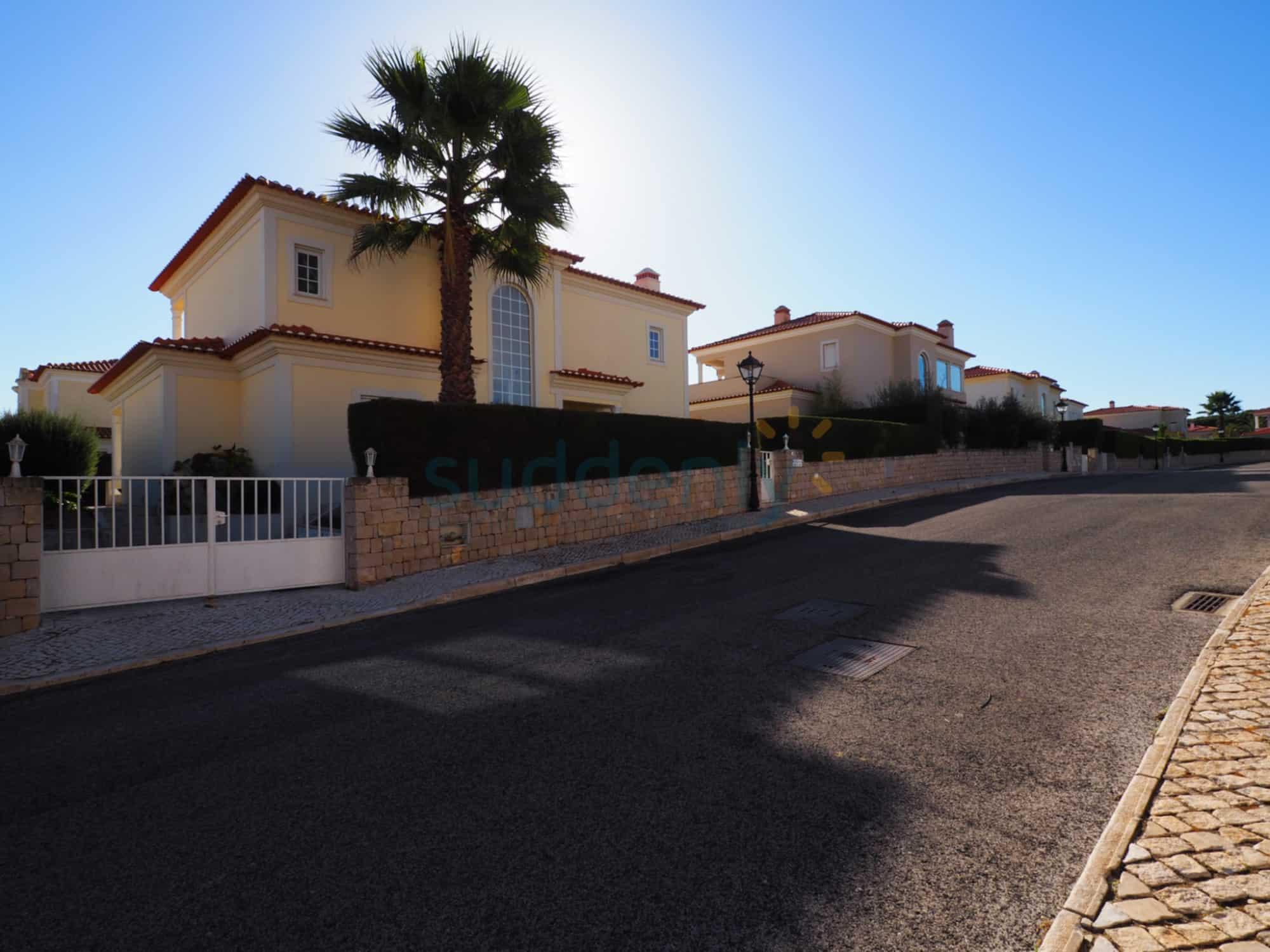Holiday Rentals in Praia D'El Rey 50
