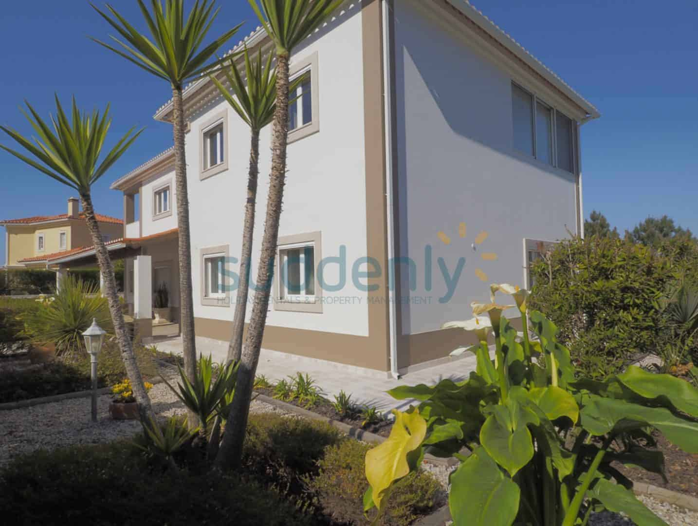 Holiday Rentals in Praia D'El Rey 369