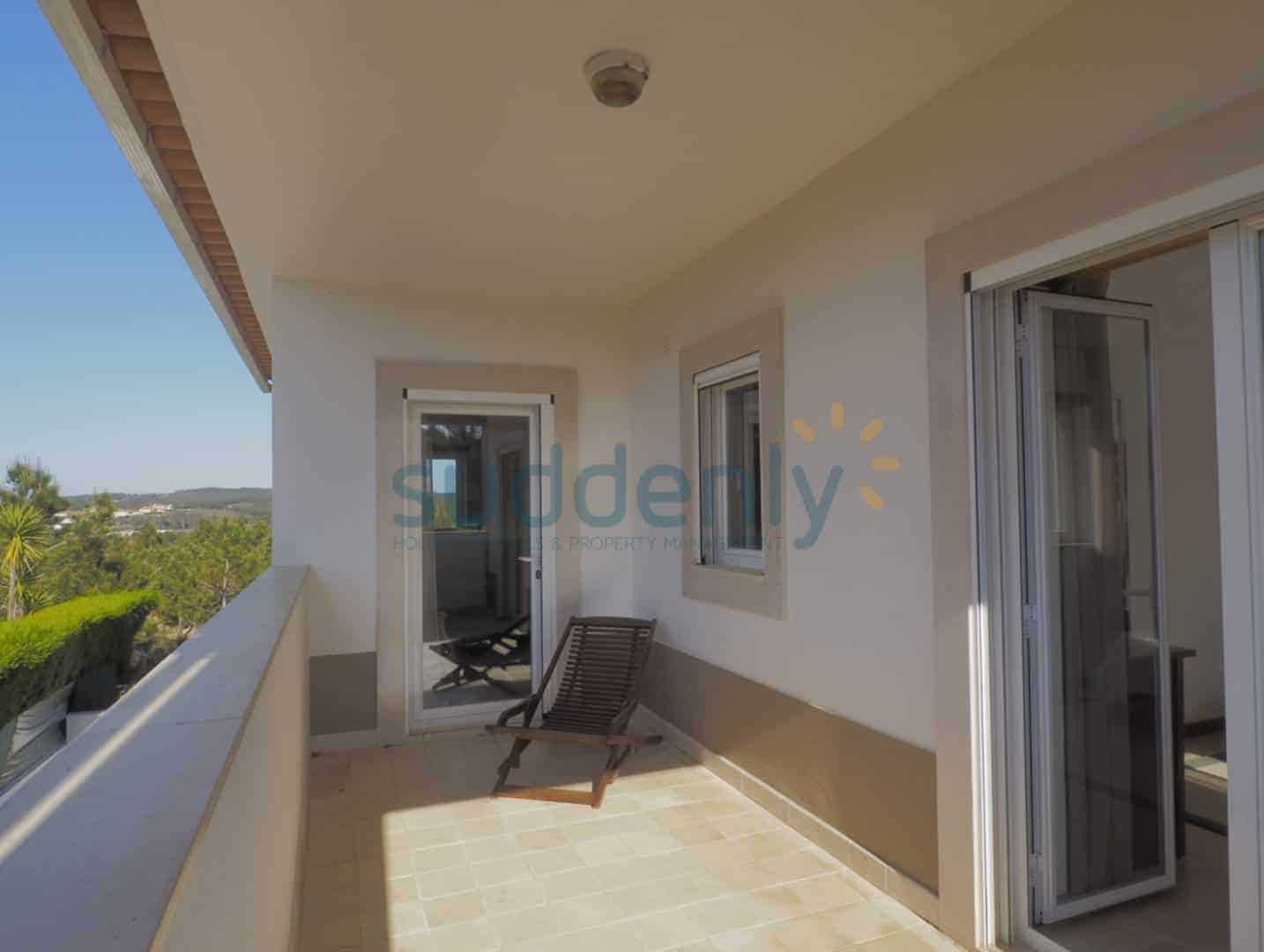 Holiday Rentals in Praia D'El Rey 395