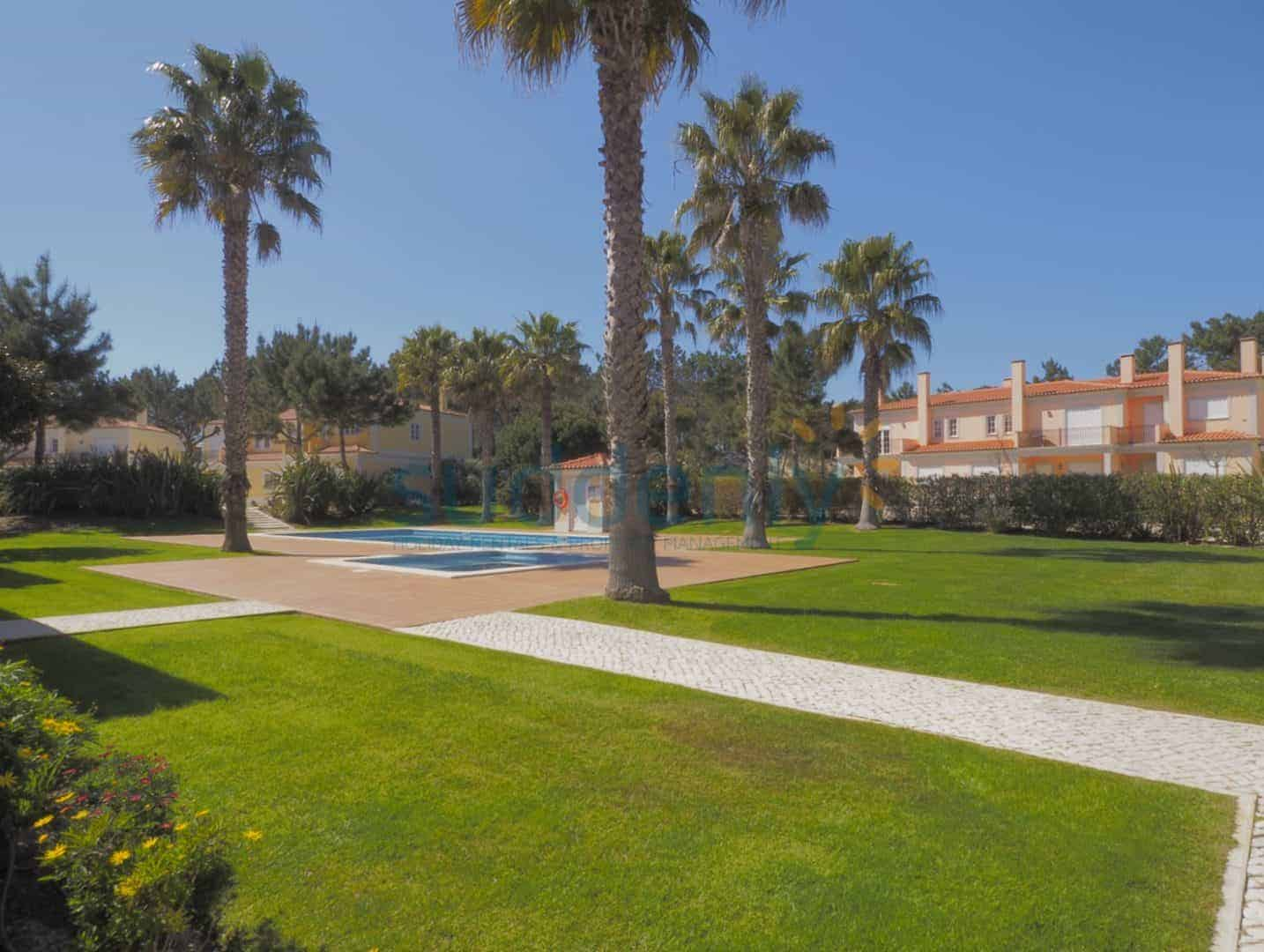 Holiday Rentals in Praia D'El Rey 22