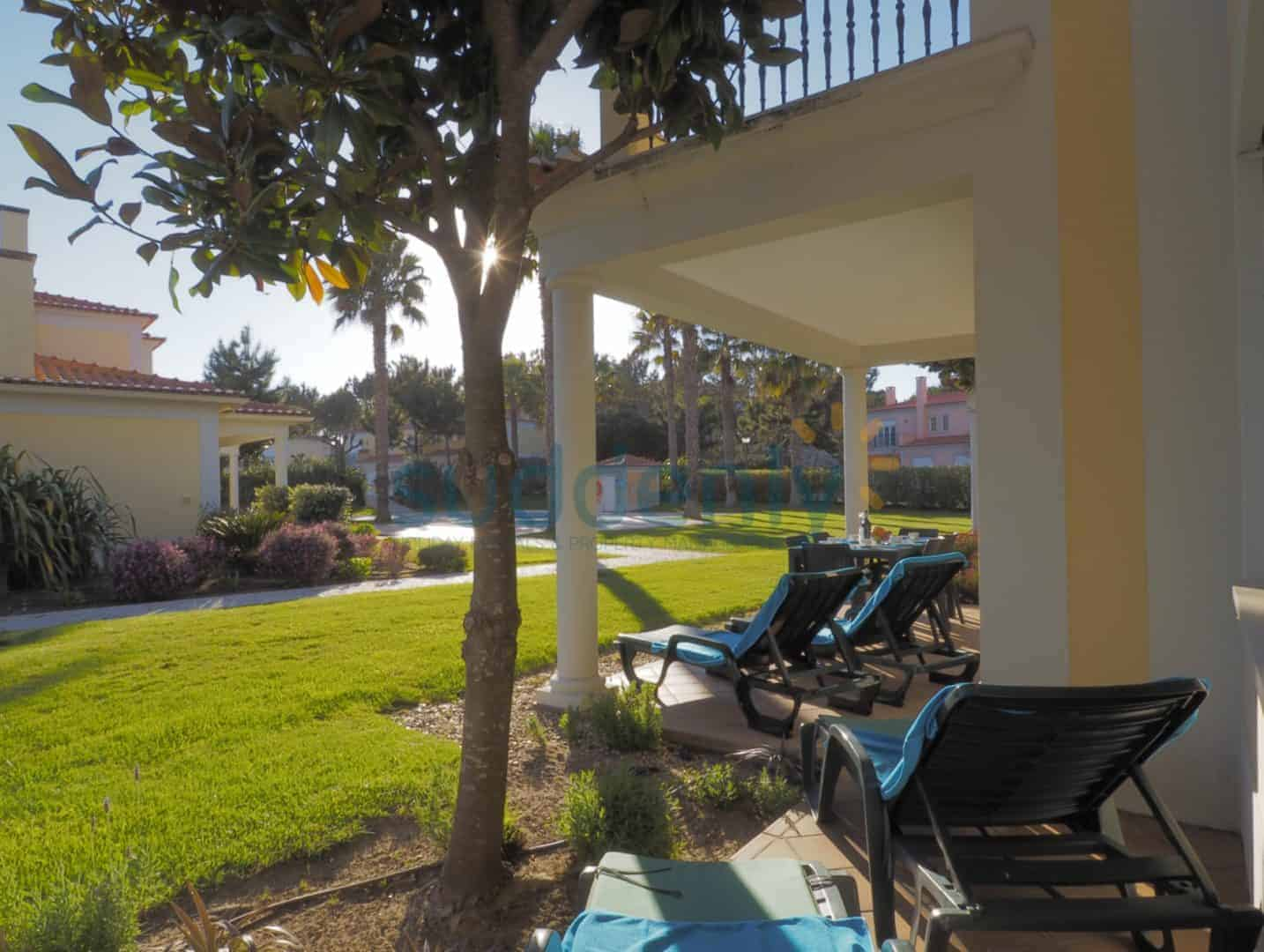 Holiday Rentals in Praia D'El Rey 10