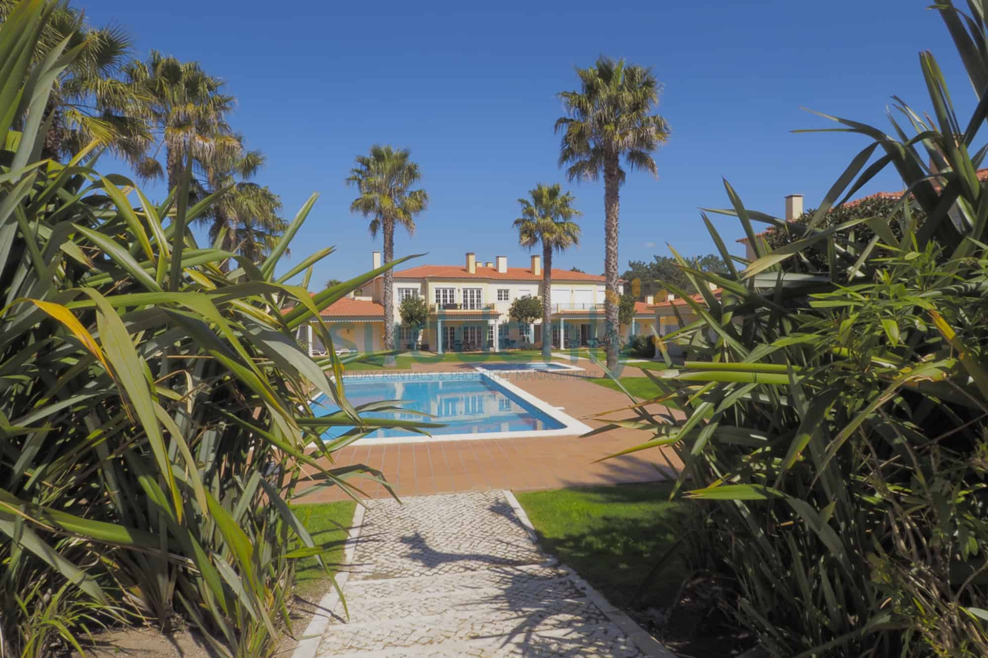 Holiday Rentals in Praia D'El Rey 5