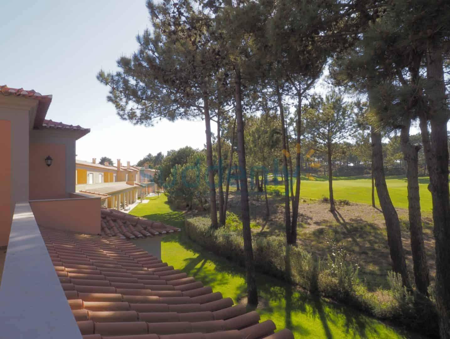 Holiday Rentals in Praia D'El Rey 266
