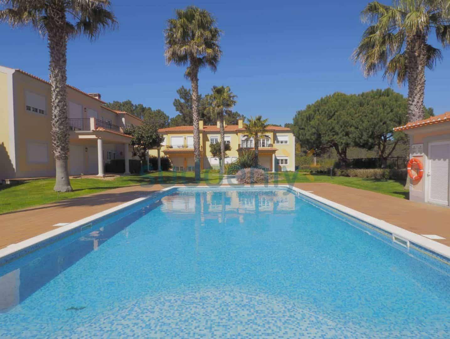 Holiday Rentals in Praia D'El Rey 253