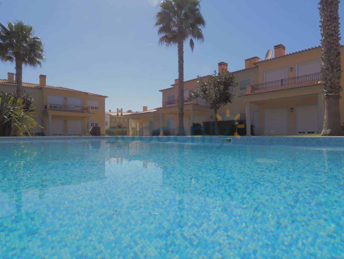 Holiday Rentals in Praia D'El Rey 69