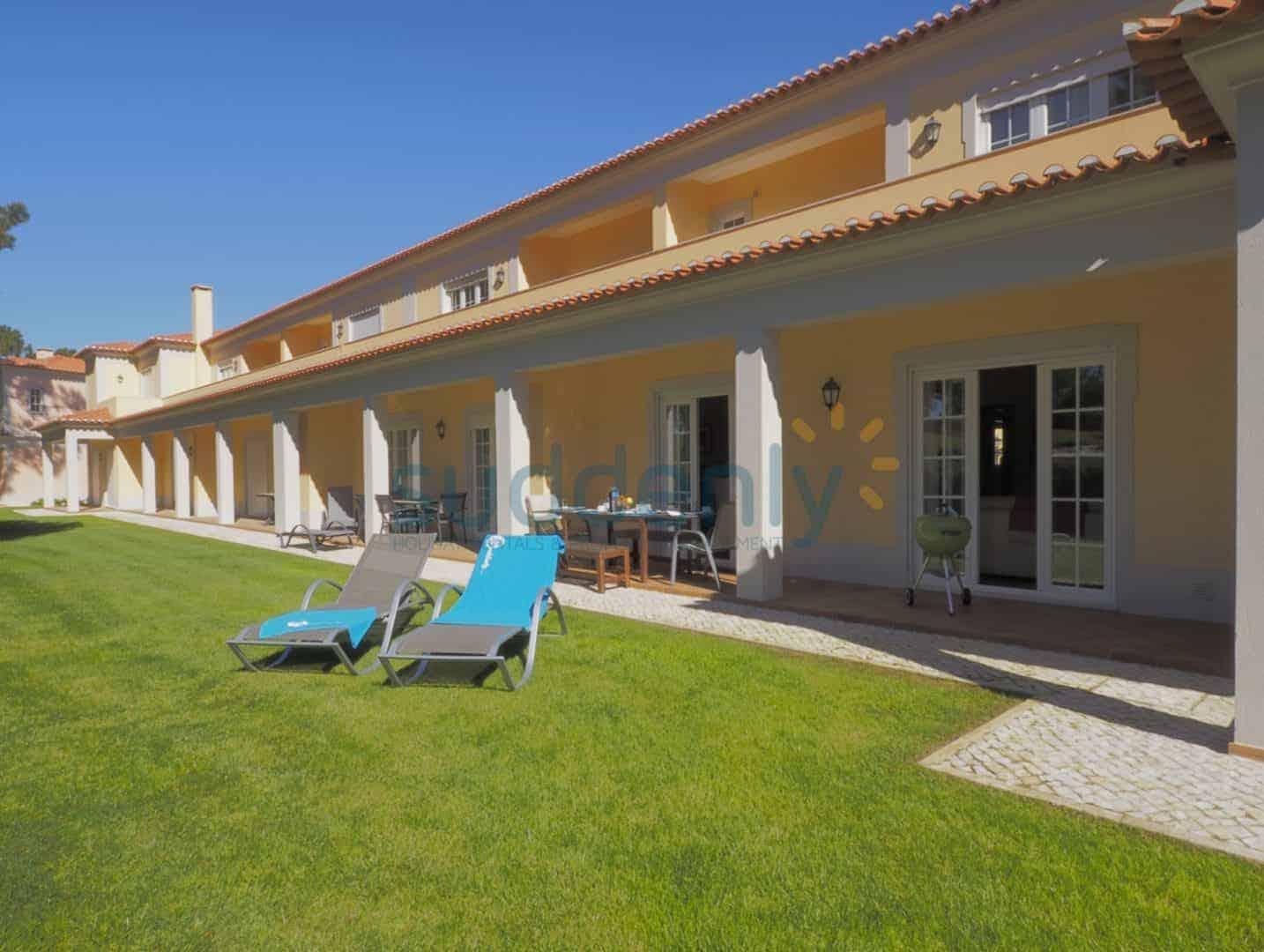 Holiday Rentals in Praia D'El Rey 204