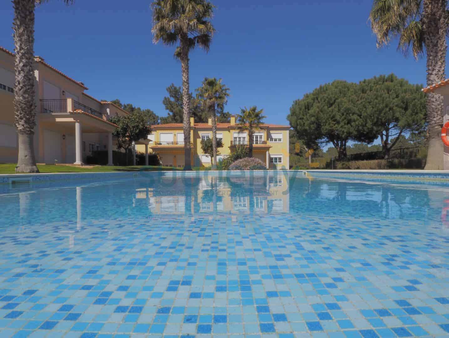 Holiday Rentals in Praia D'El Rey 206
