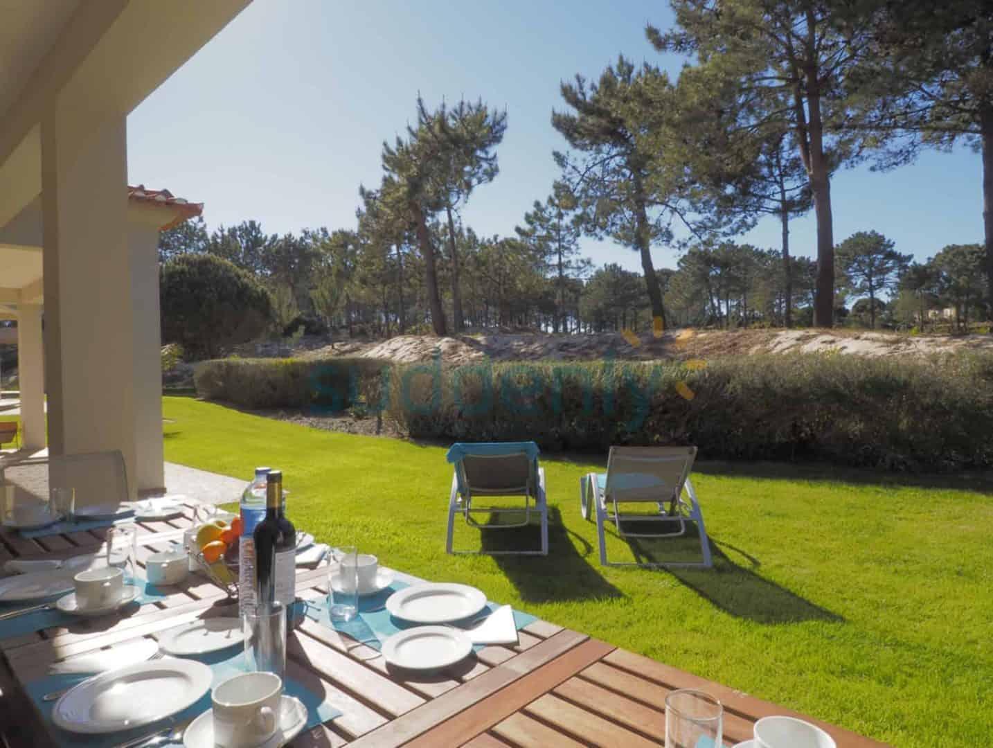 Holiday Rentals in Praia D'El Rey 205