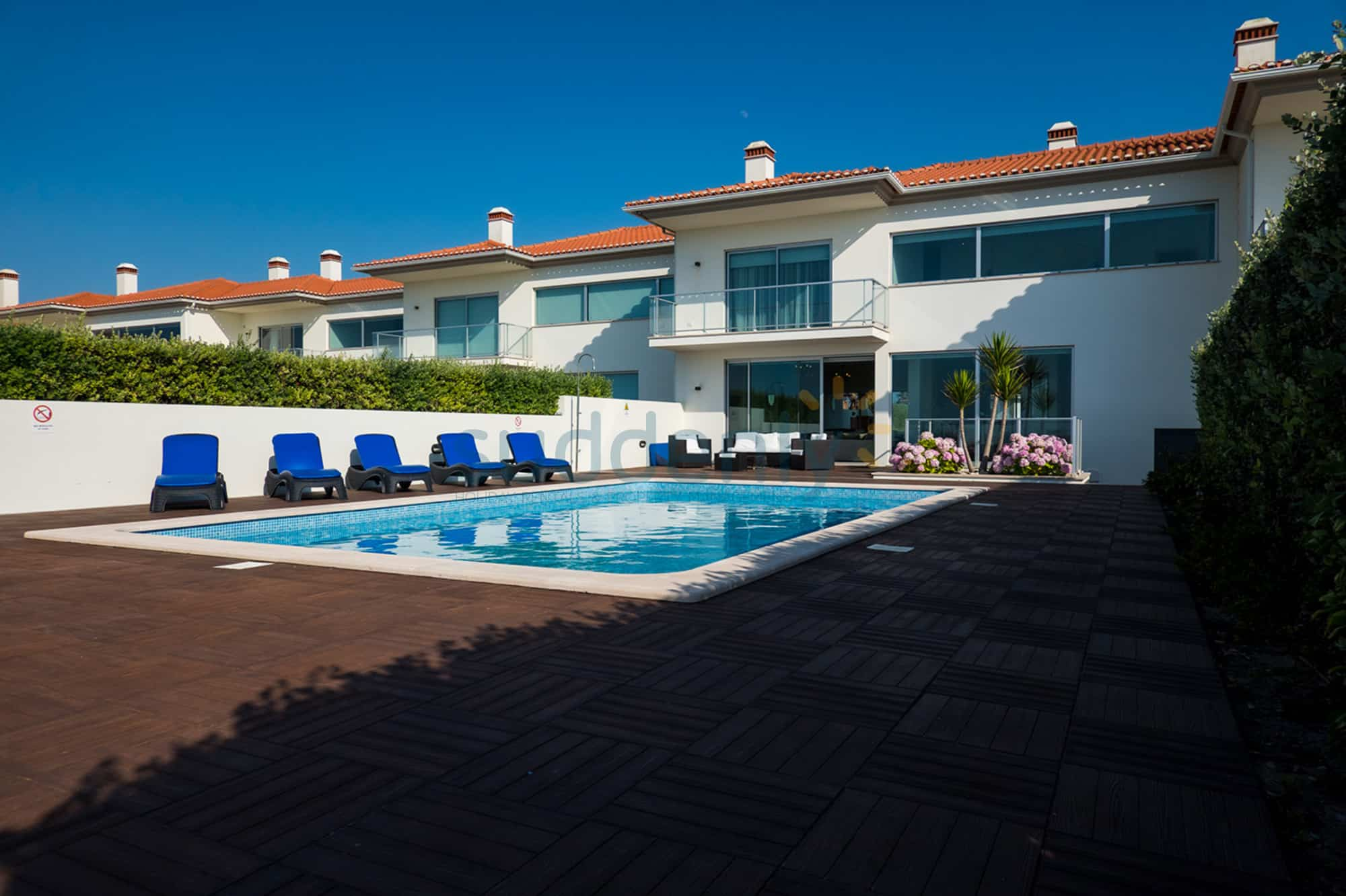 Holiday Rentals in Praia D'El Rey 99