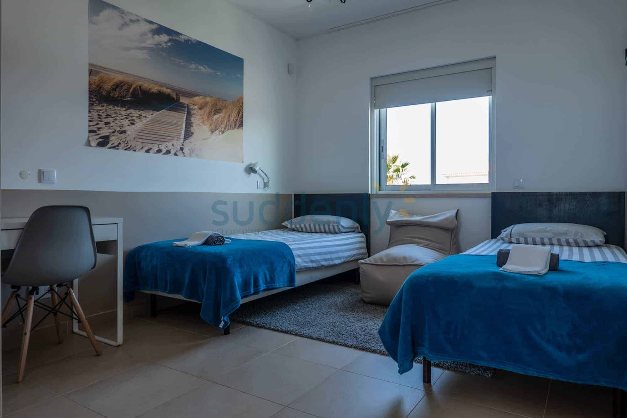 Holiday Rentals in Praia D'El Rey 94