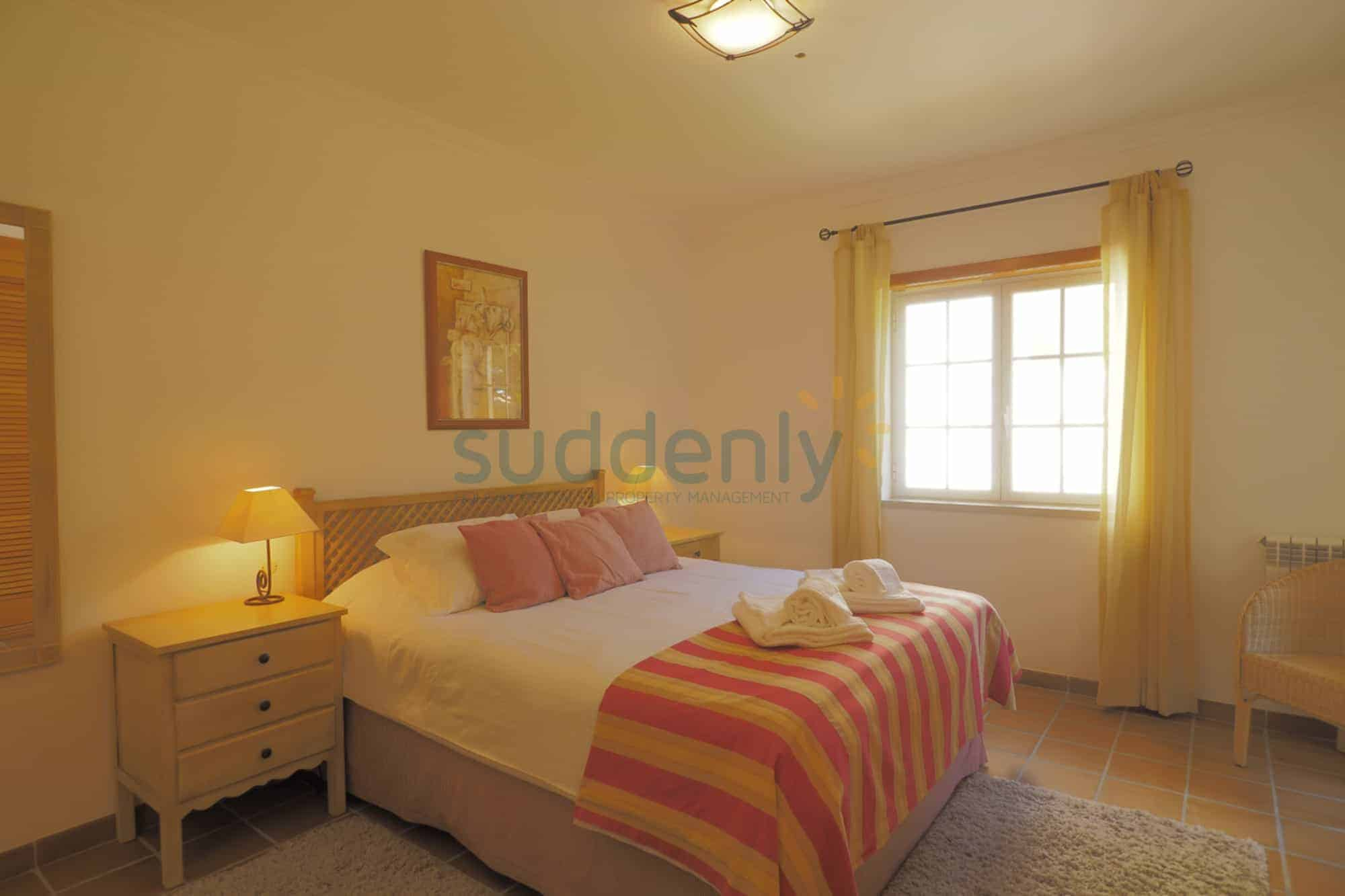 Holiday Rentals in Praia D'El Rey 420