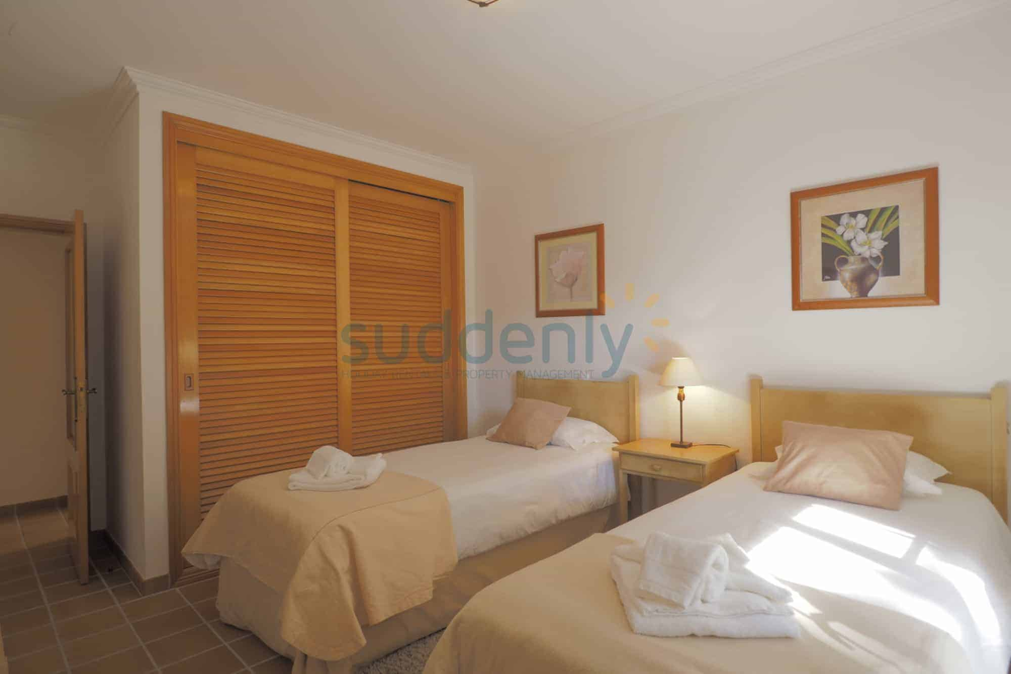 Holiday Rentals in Praia D'El Rey 415