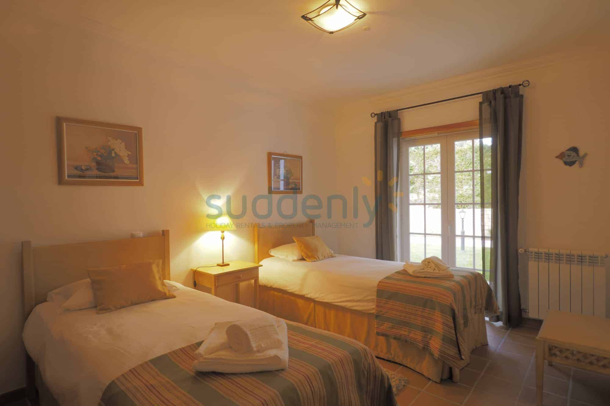 Holiday Rentals in Praia D'El Rey 413