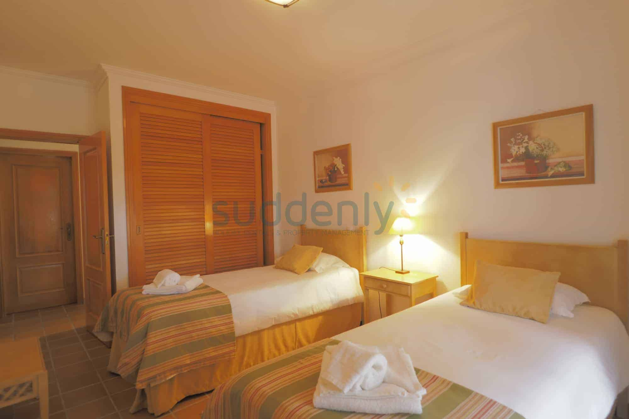 Holiday Rentals in Praia D'El Rey 412