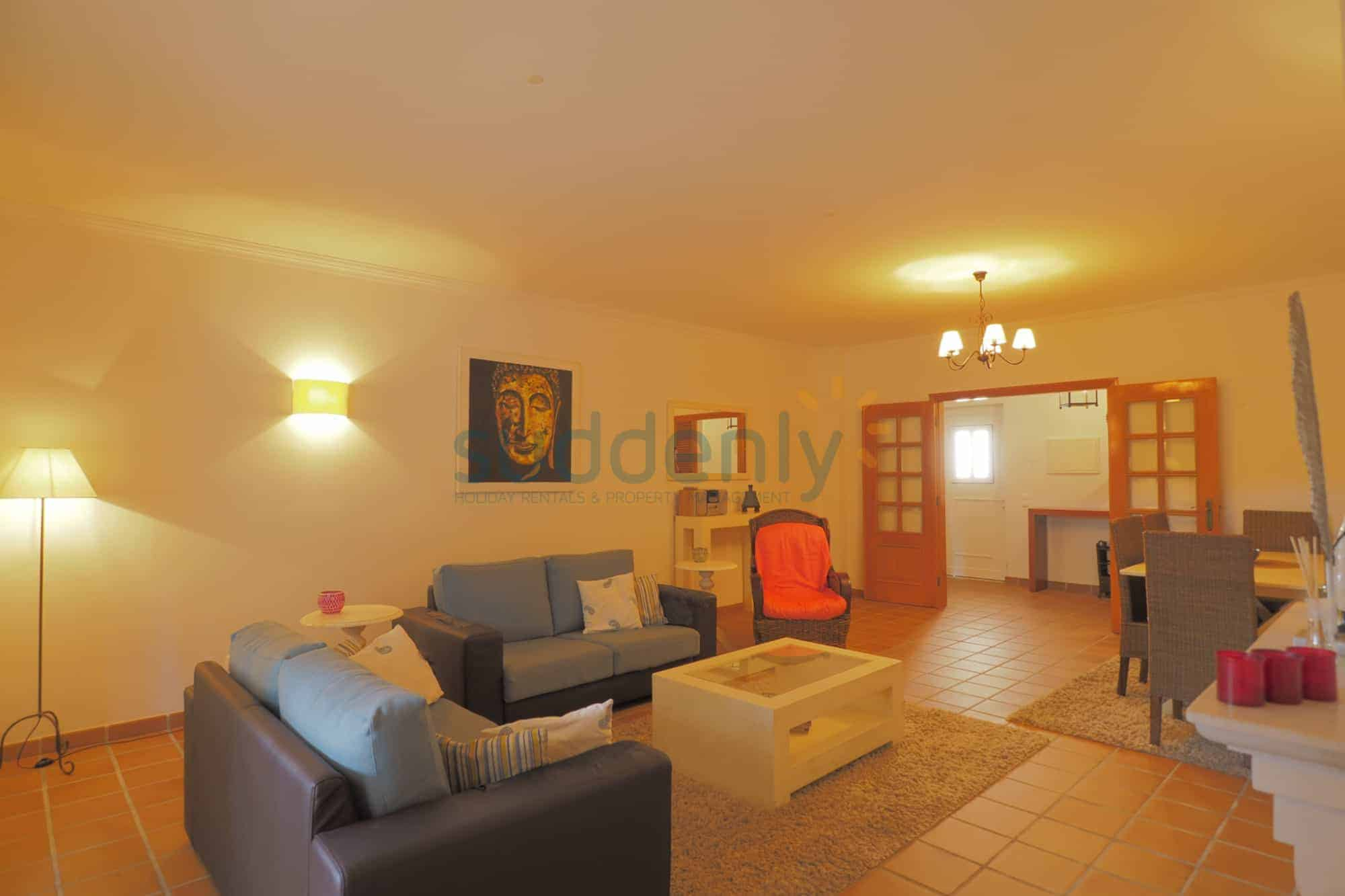 Holiday Rentals in Praia D'El Rey 408