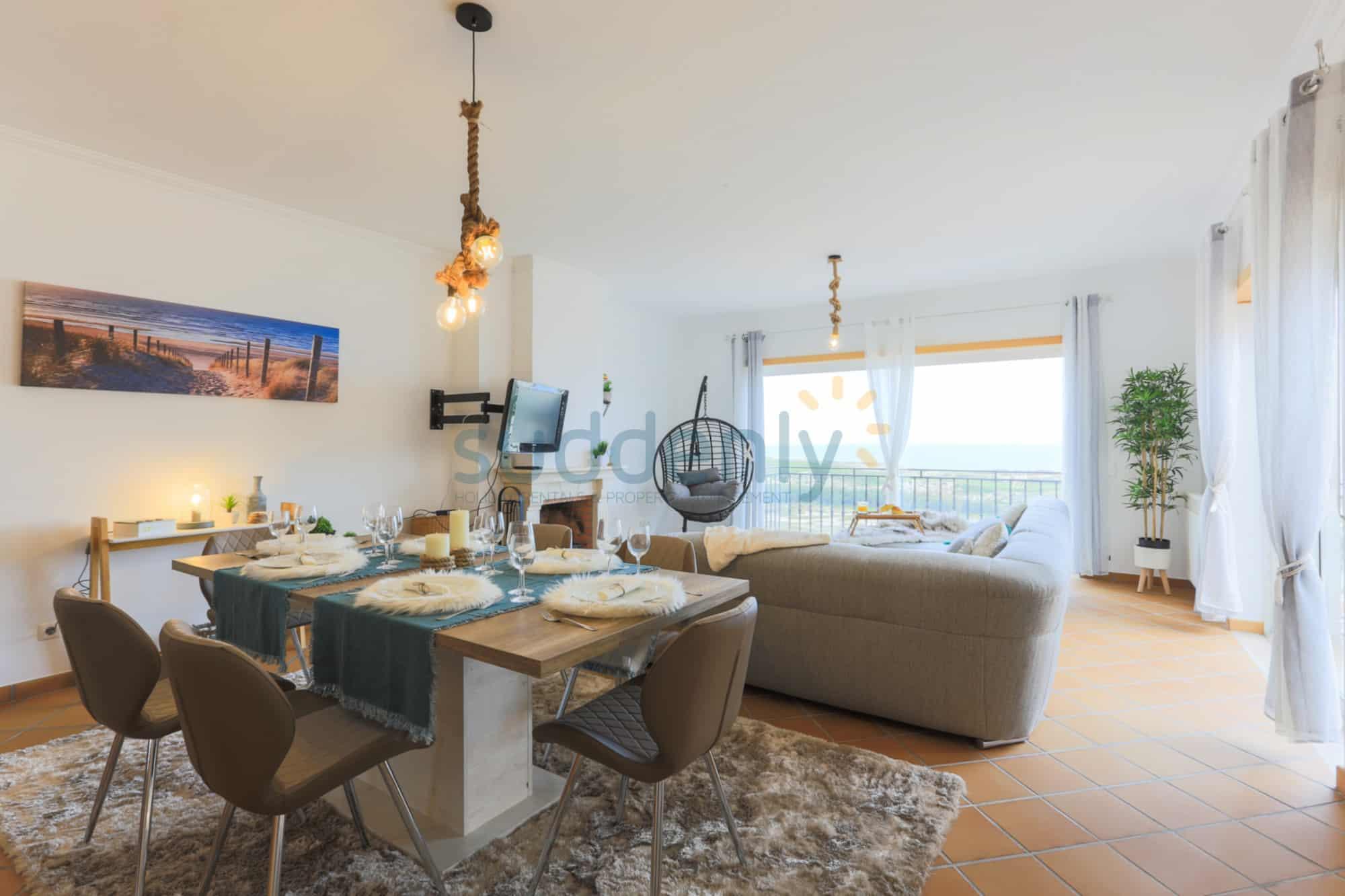 Holiday Rentals in Praia D'El Rey 299