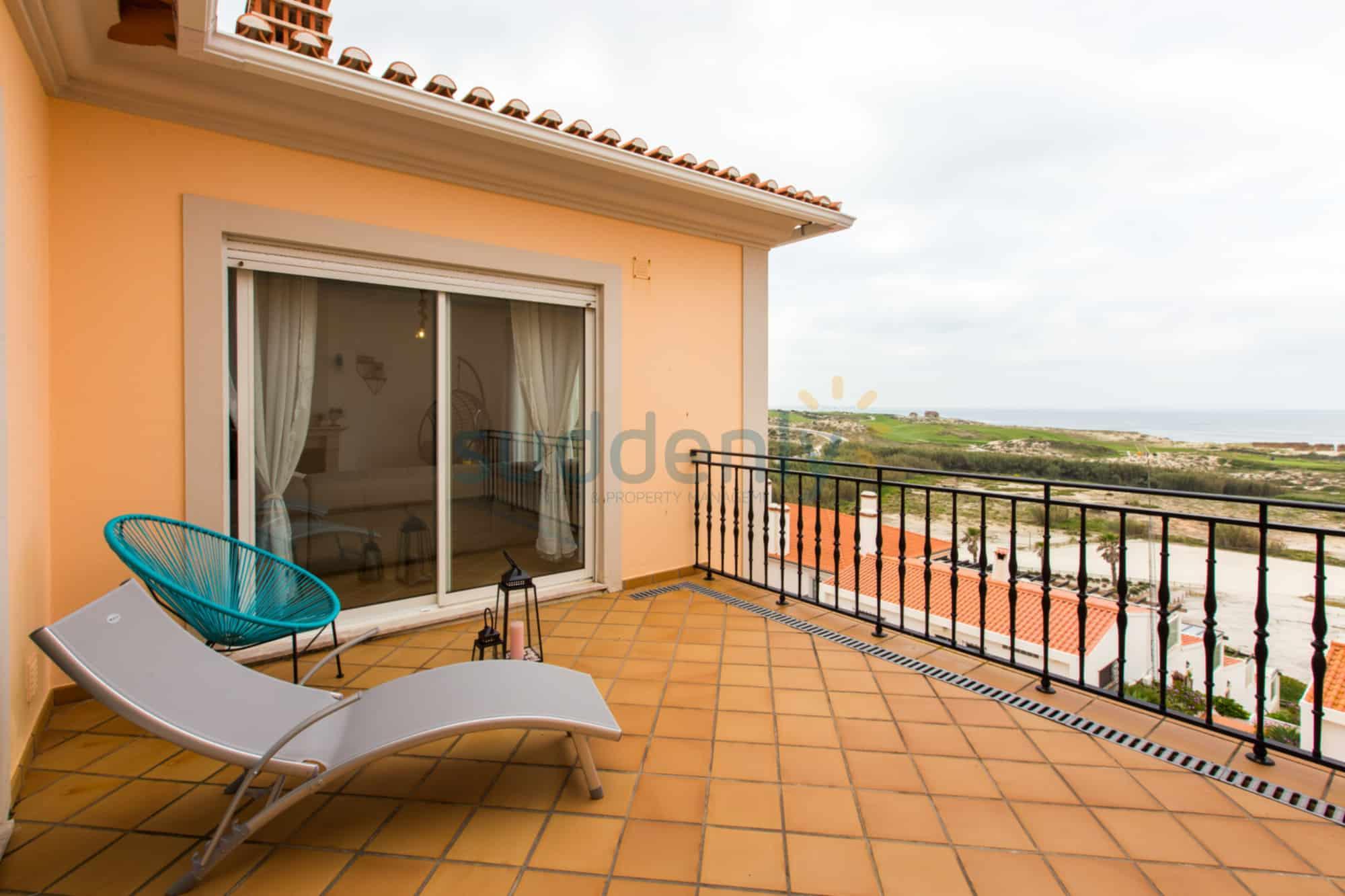 Holiday Rentals in Praia D'El Rey 310