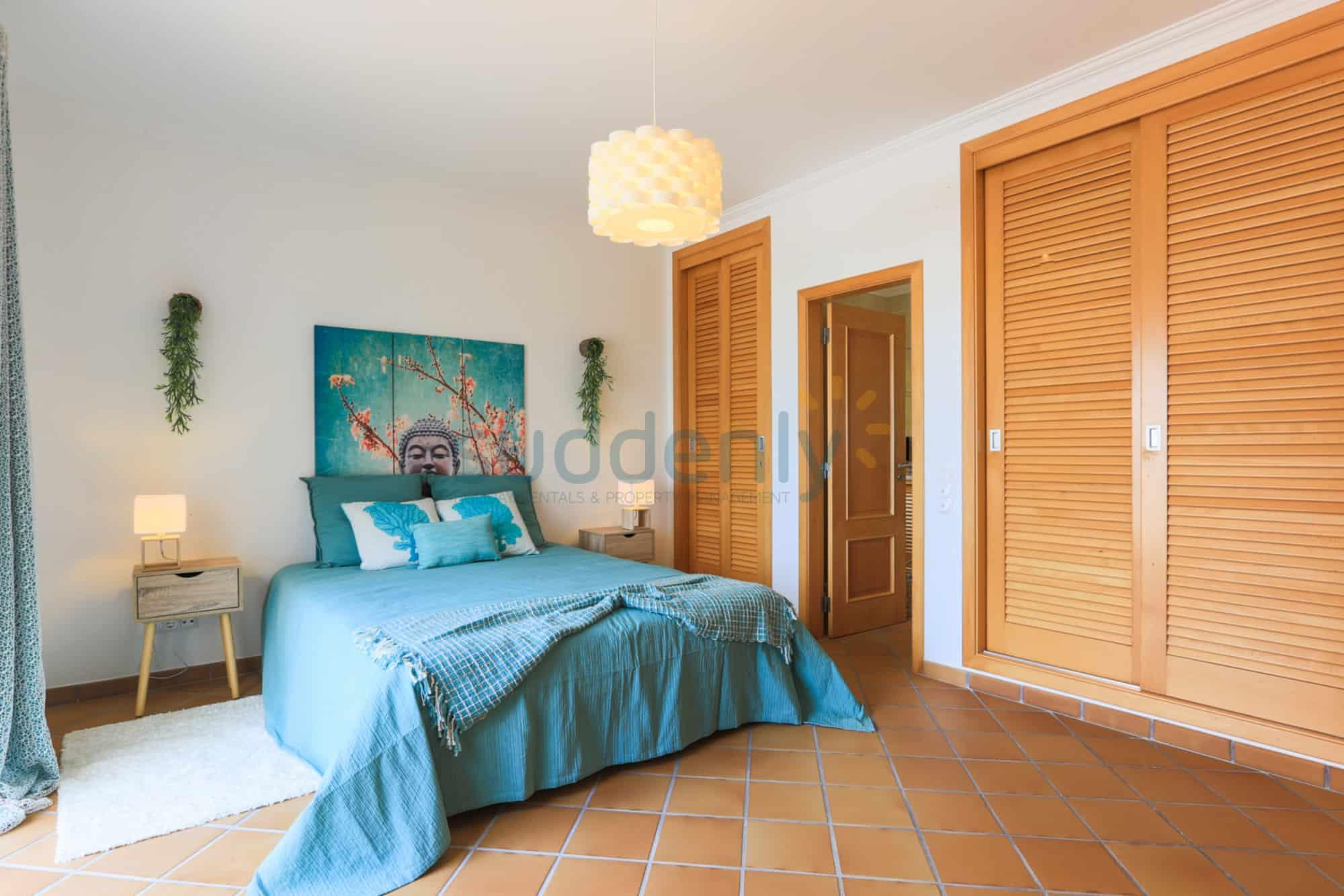Holiday Rentals in Praia D'El Rey 295
